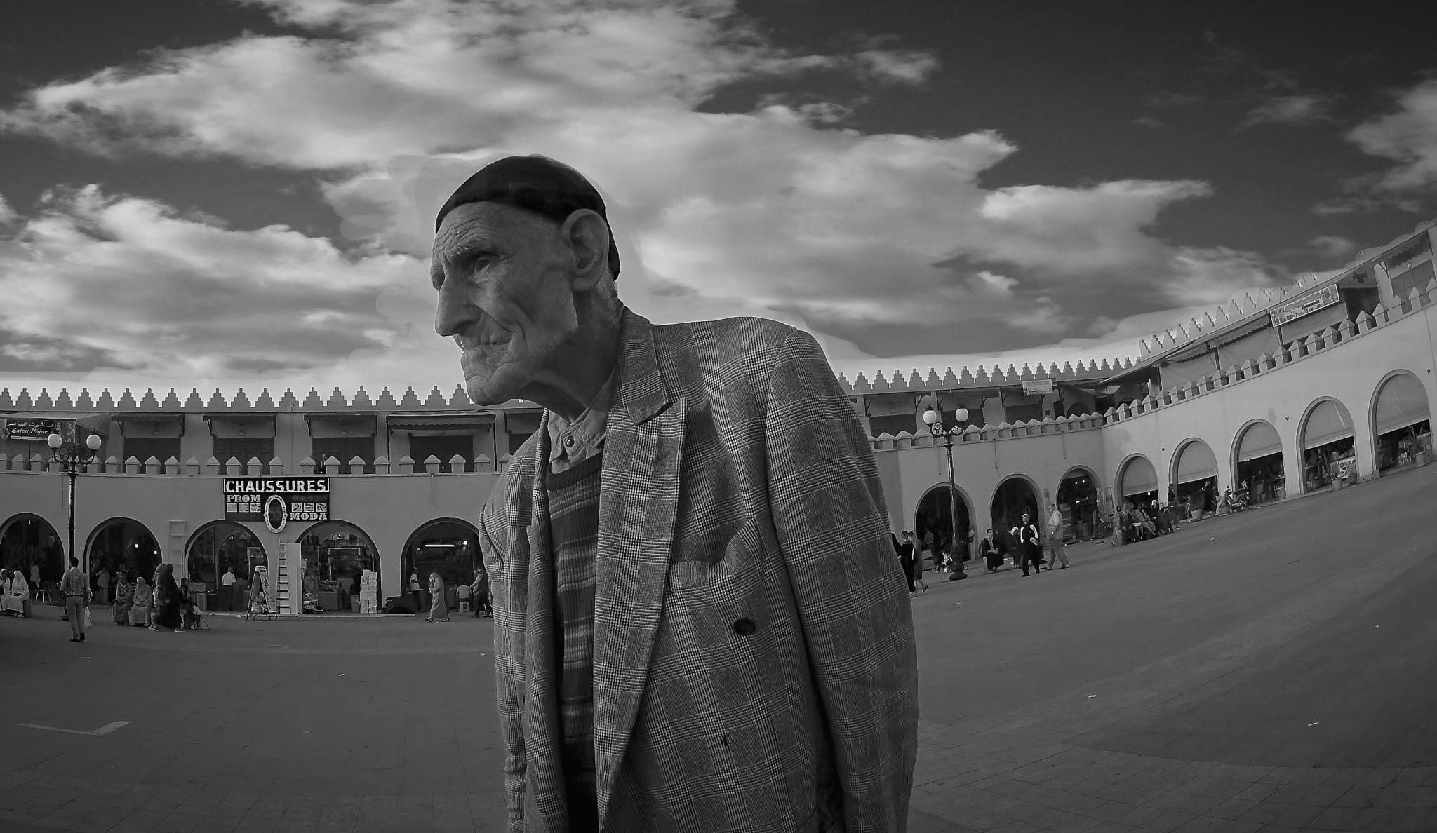 The walker by mohamed.srai.3