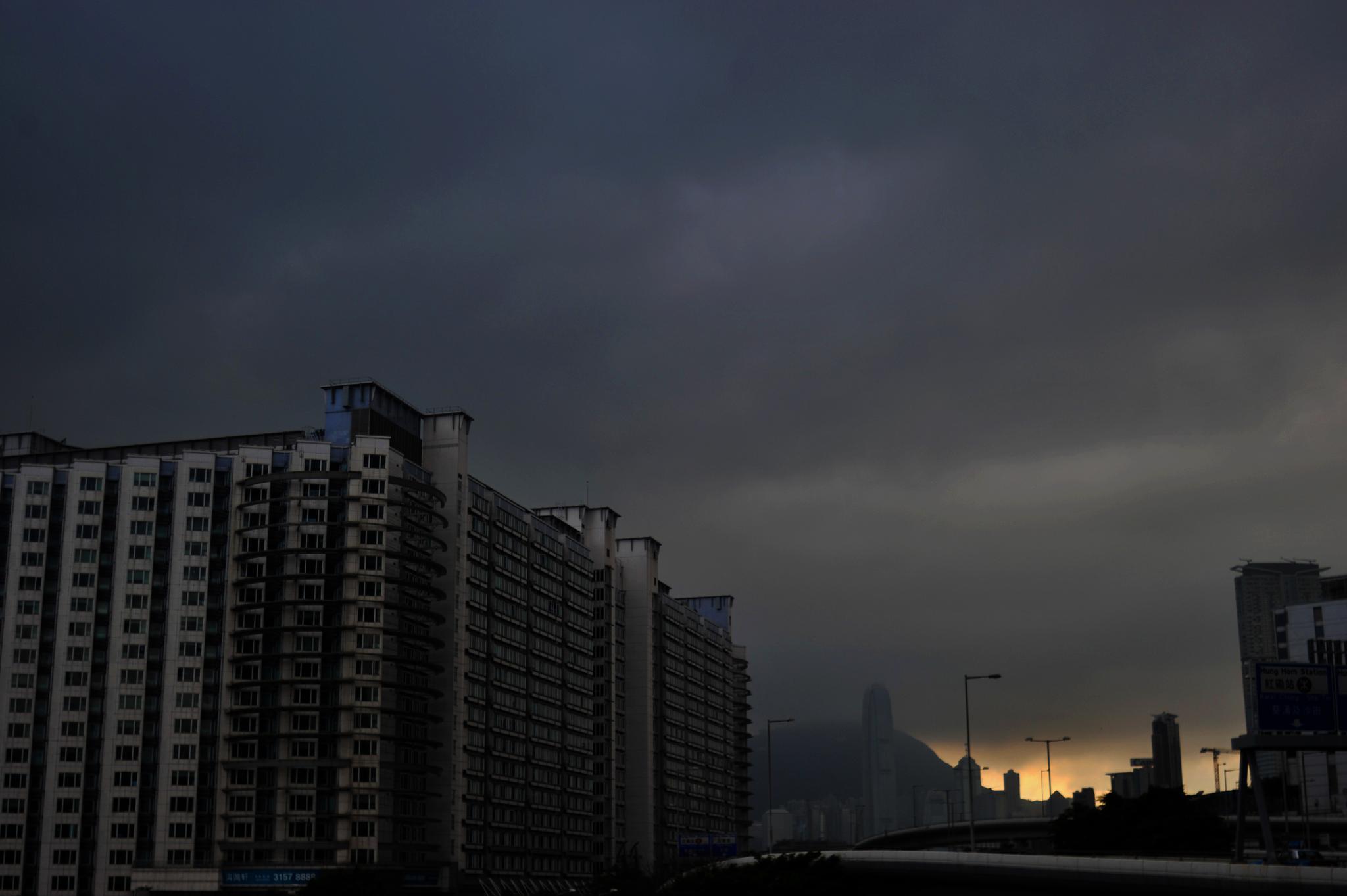 ...the building under a heavy sky... by cyccanhk