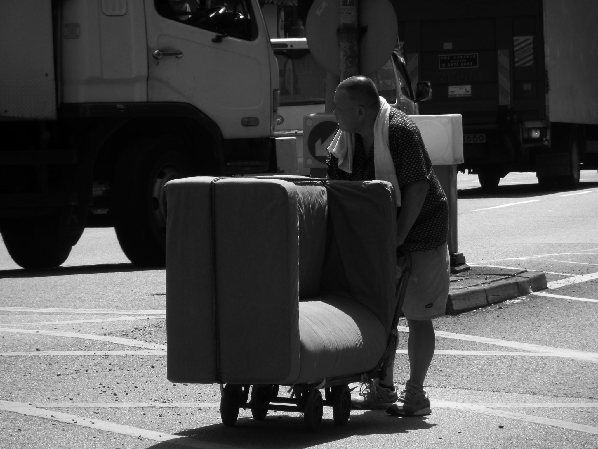 ...moving sofa... by cyccanhk