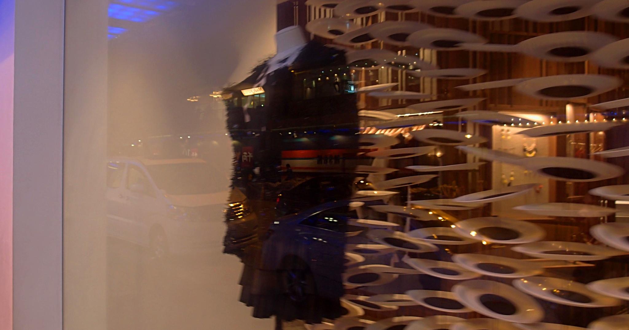 ...在銅鑼灣購物... by cyccanhk