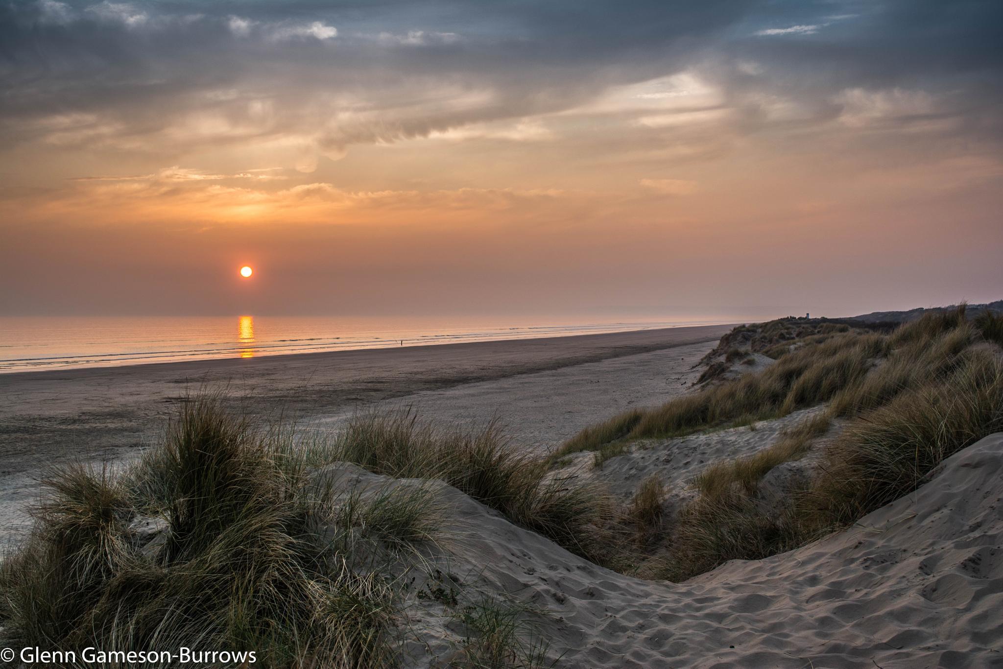 Cefn Sidan Sunset by glenn.gamesonburrows