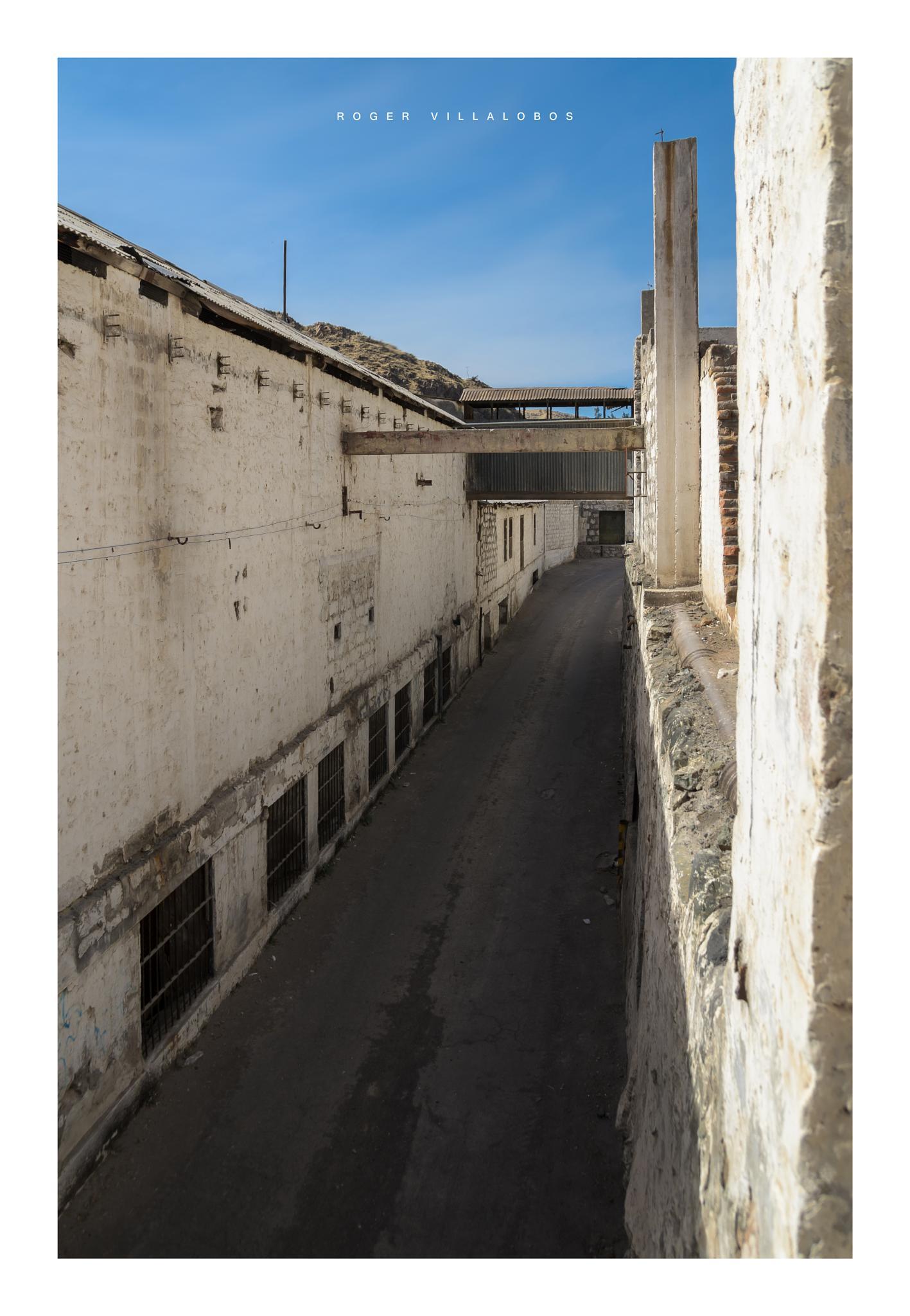 Old factory by Roger Villalobos Medina