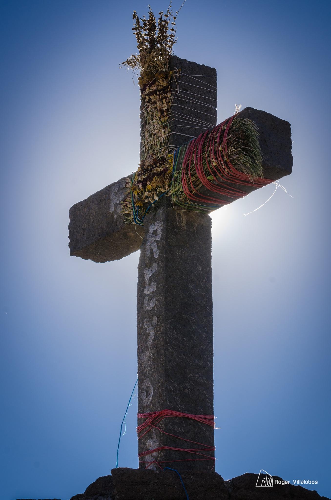 Cruz del Cóndor by Roger Villalobos Medina