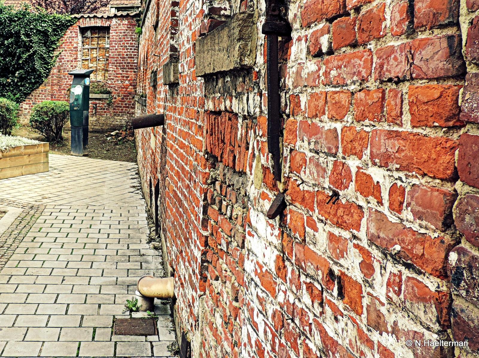 Muur uit stenen.... by nelly.haelterman