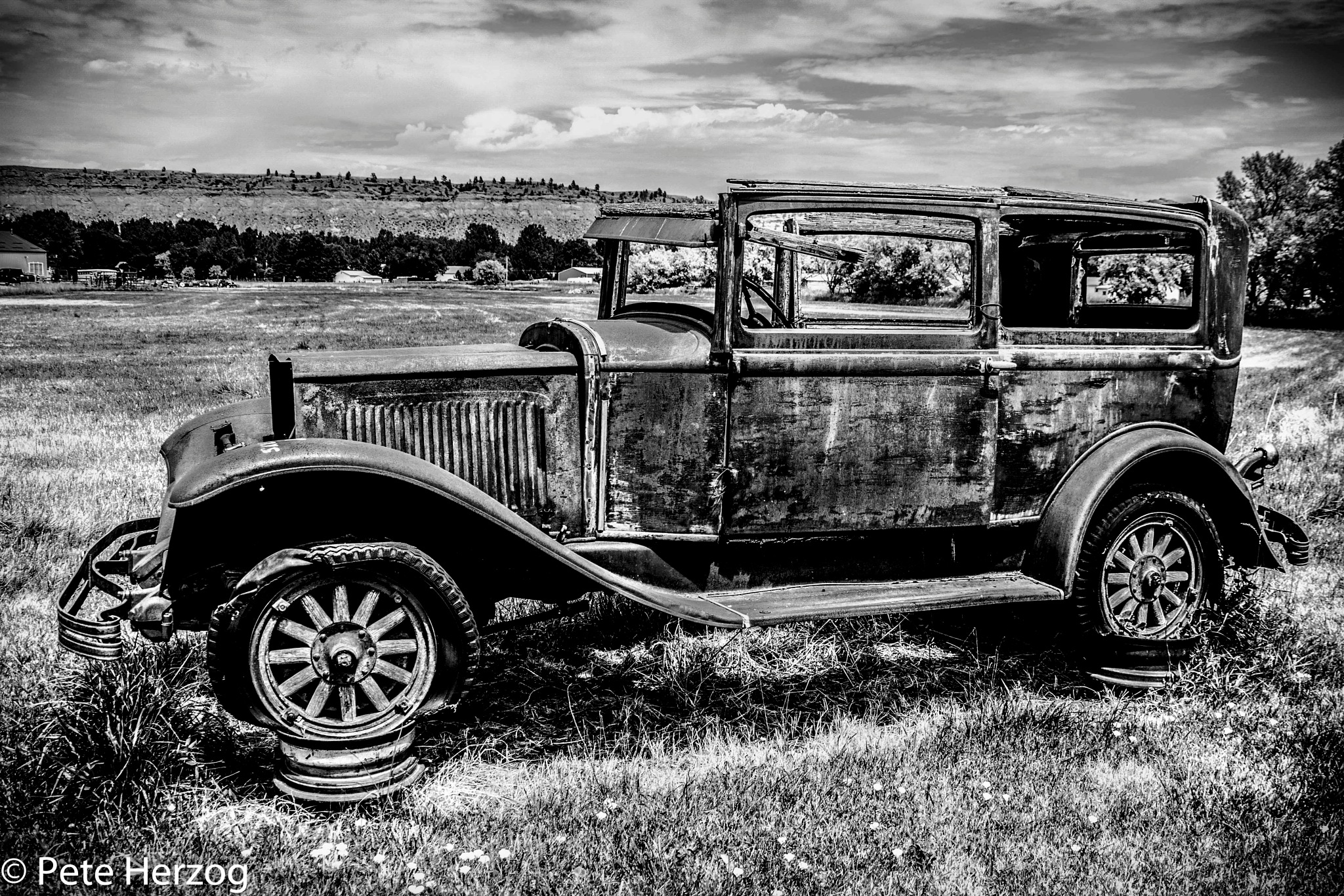 Old Buick by peter.herzog.3323