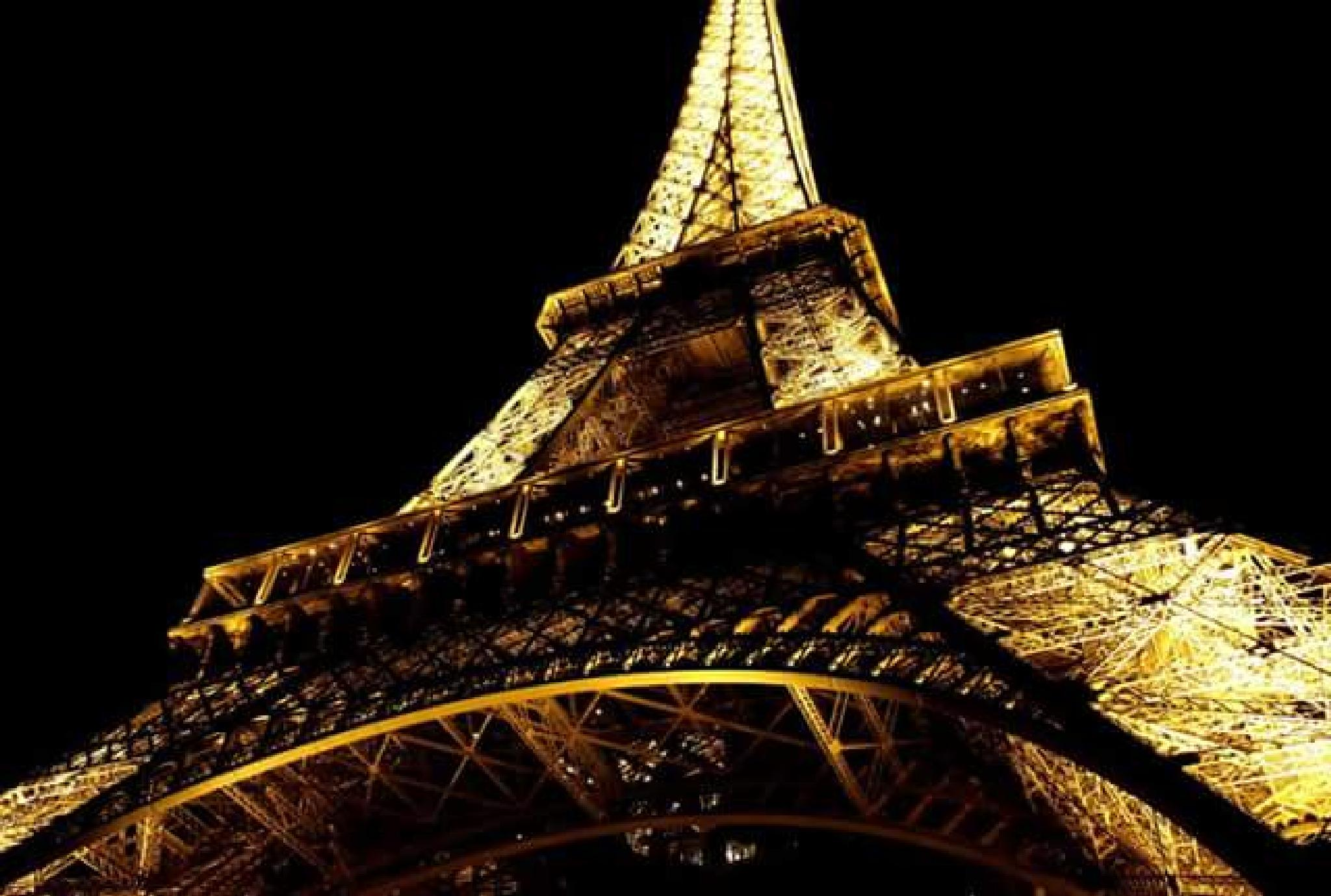 the Eiffel Tower by night by lorenzo.lourencothierry