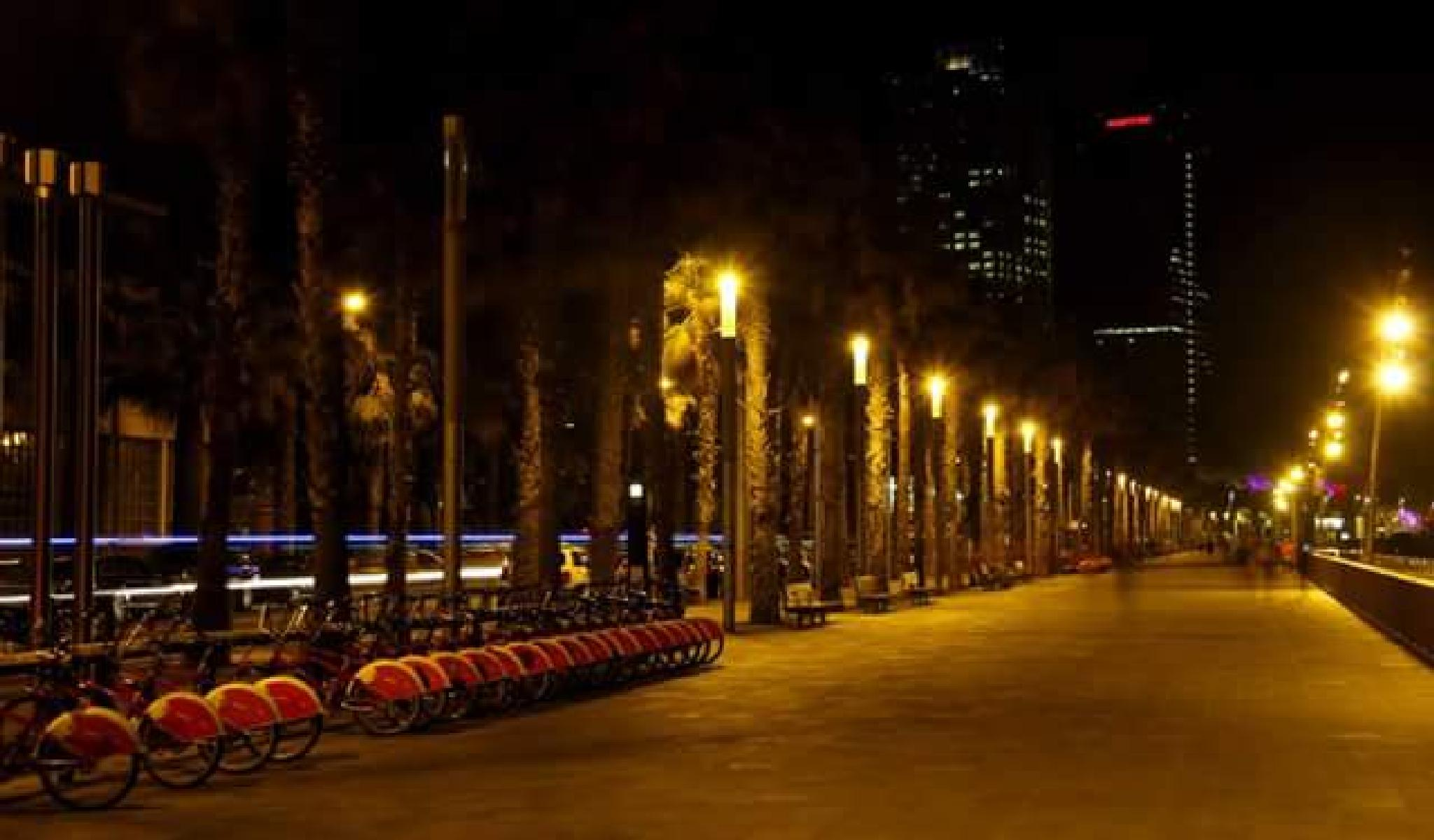 beach avenue by night  Barcelona by lorenzo.lourencothierry