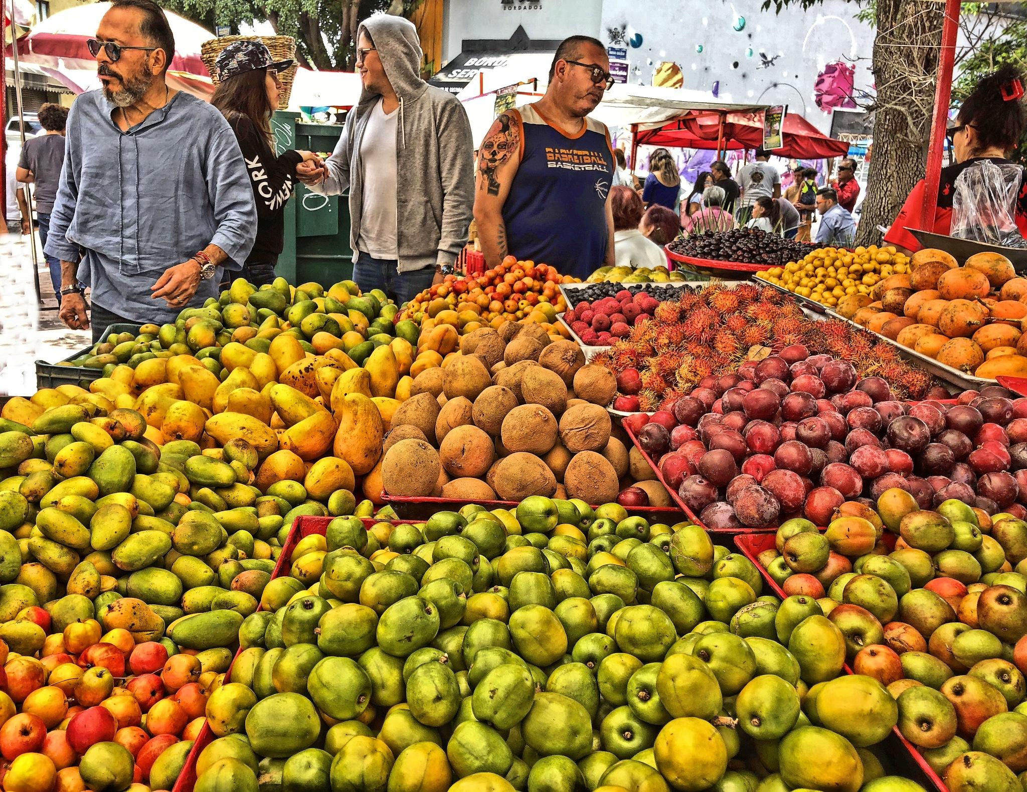 Las deliciosas frutas de la temporada primaveral. by CelyTessy