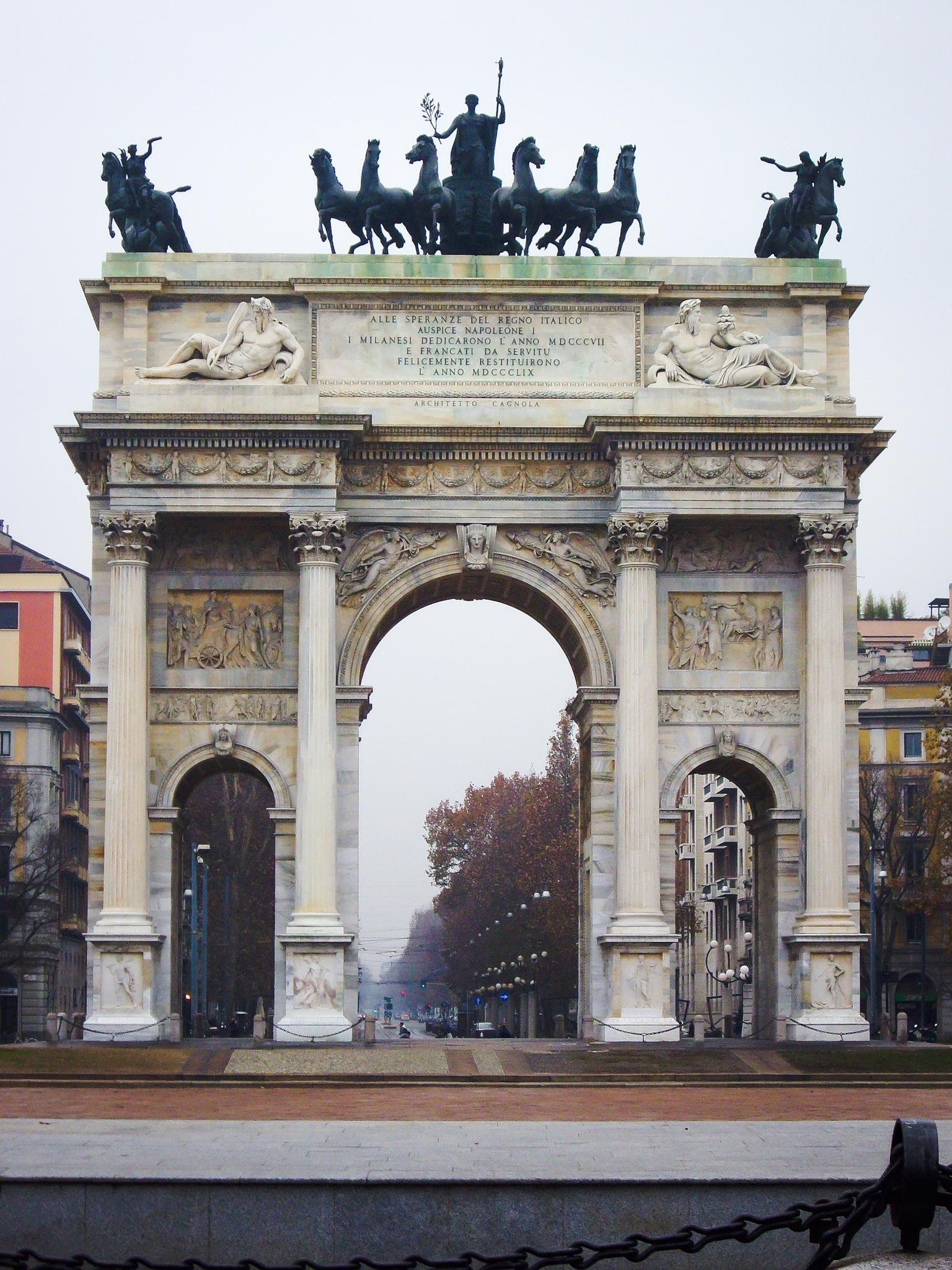 Arco de la Paz (Milano - Italy) by Angel Alicarte Lopez