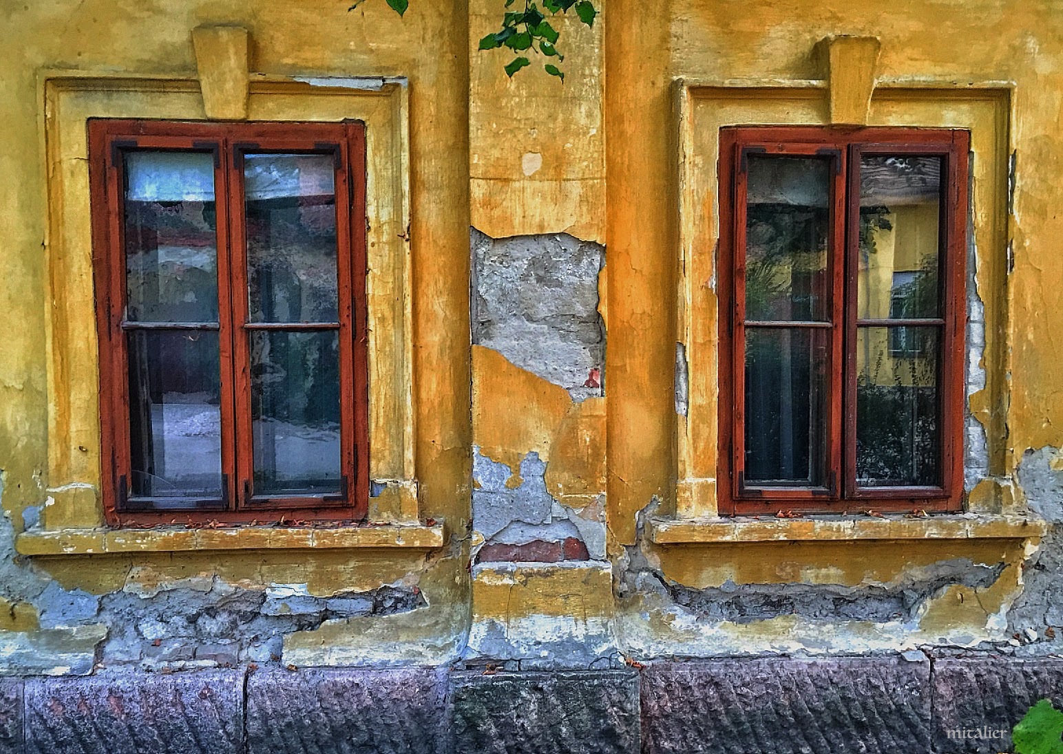 old window - old eyes by Mitalier