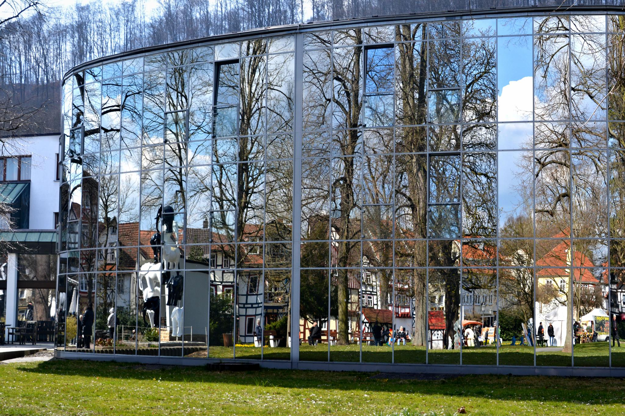 Spiegelfassade vom Kurlturforum in Bad Sooden-Allendorf by RoPaFue