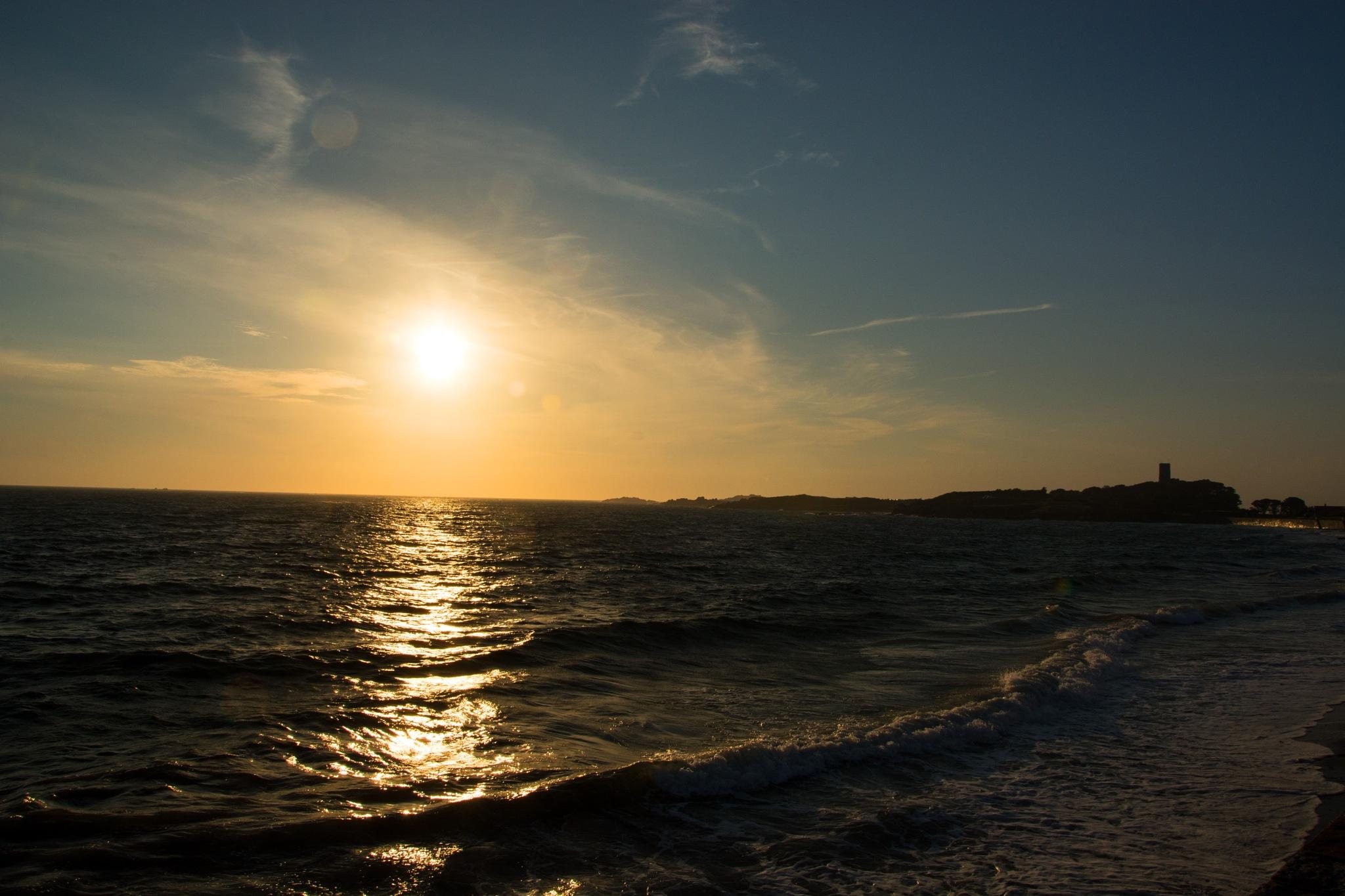 Sunset on L'Eree by ianjck