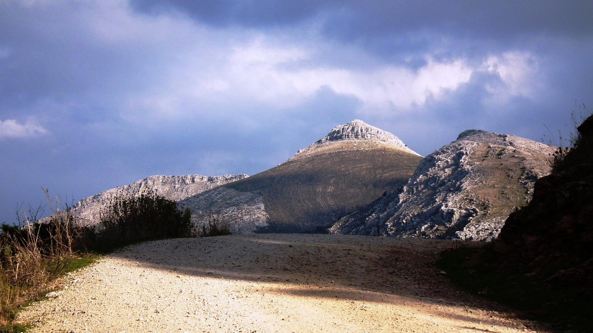 Pico de la Capilla by Peter Rowland