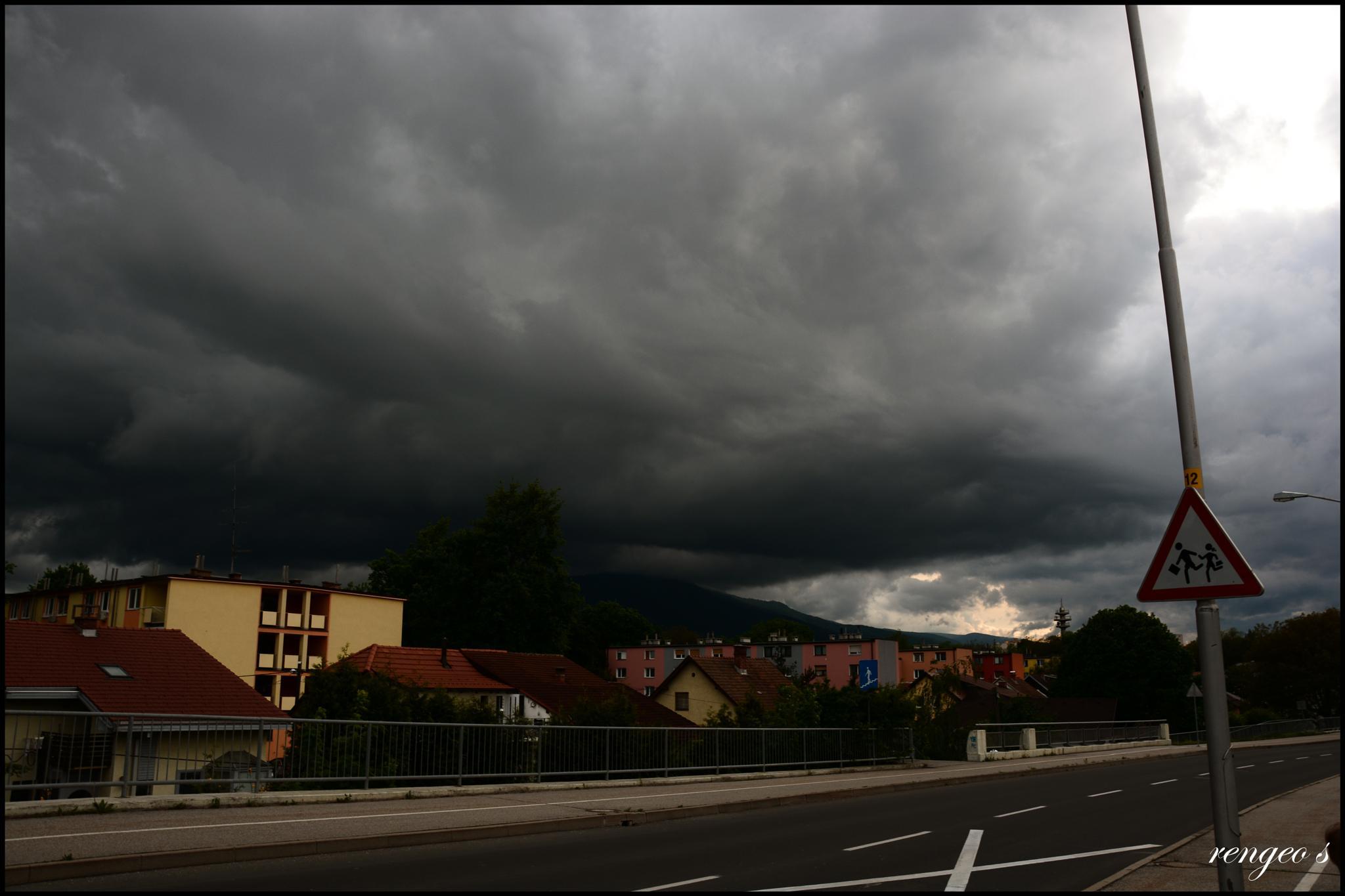Black cloud by Suzana Rengeo