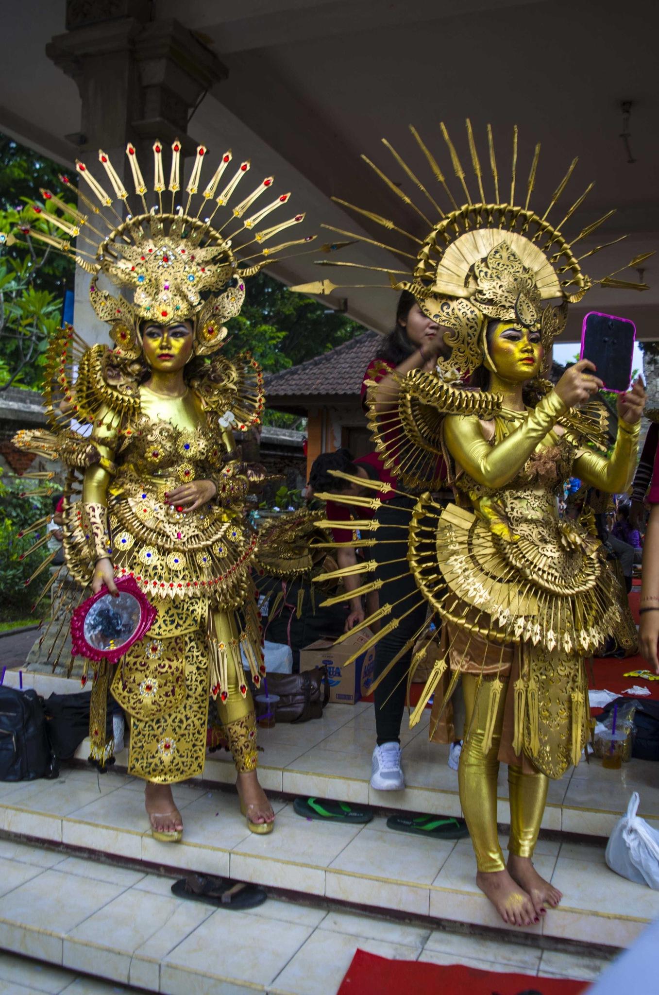 Dua penari by arthamade