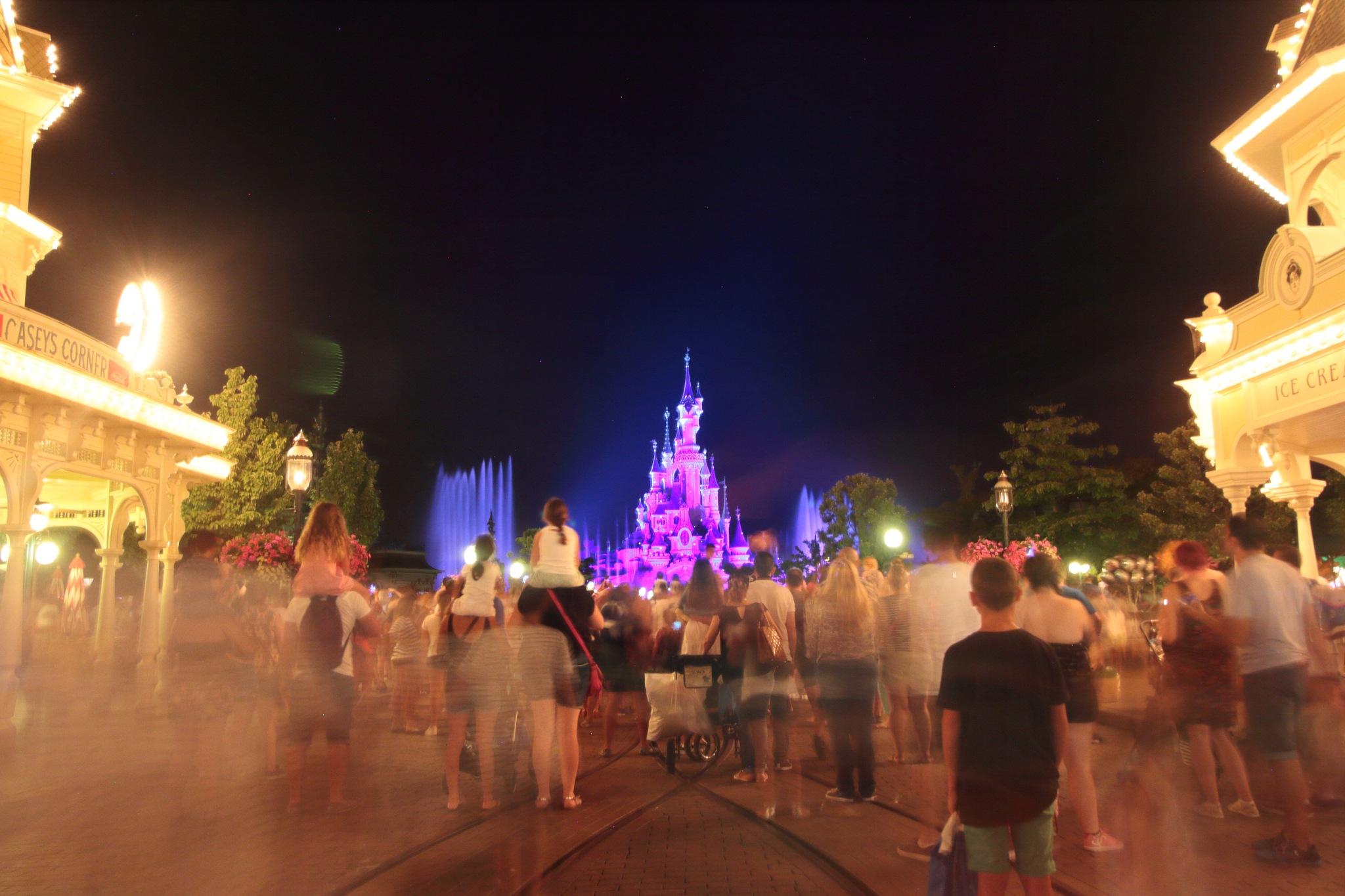 Crowd at euro Disney by Jason Lavine