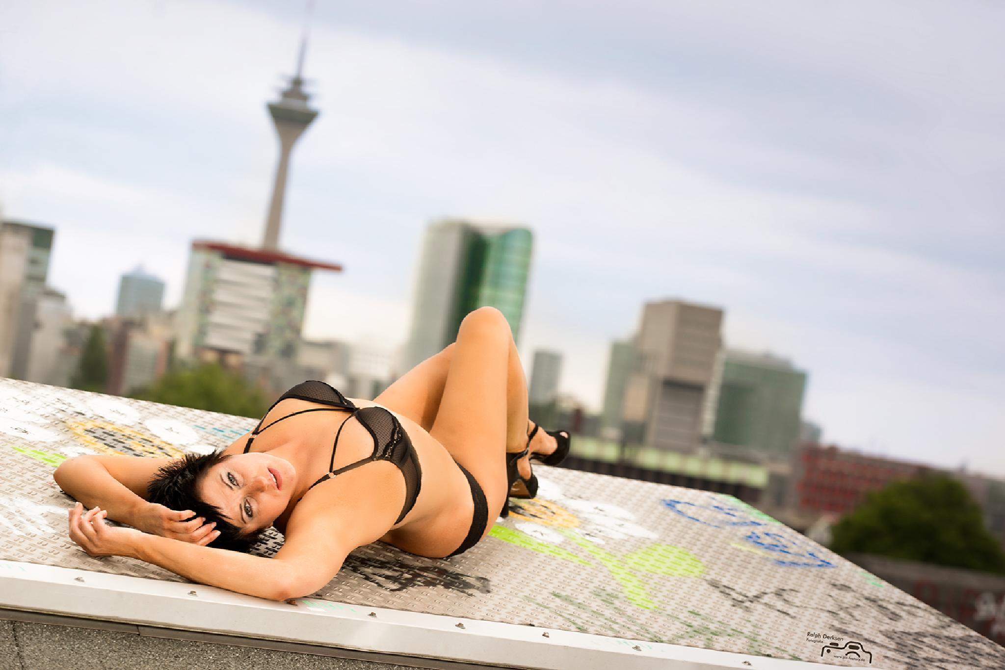 on the roofs of Dusseldorf by Ralph Derksen Fotografie