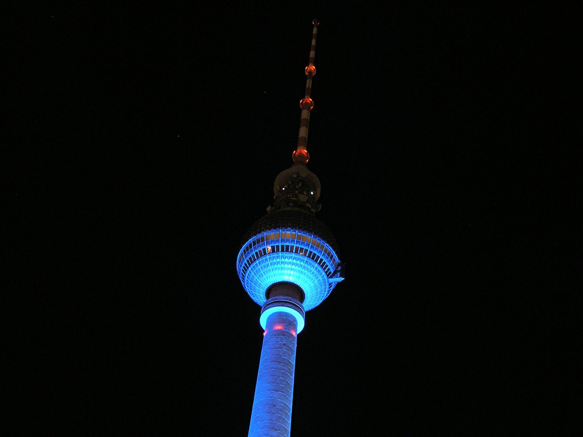 Fernsehturm Alexanderplatz by inge.kanakarisW