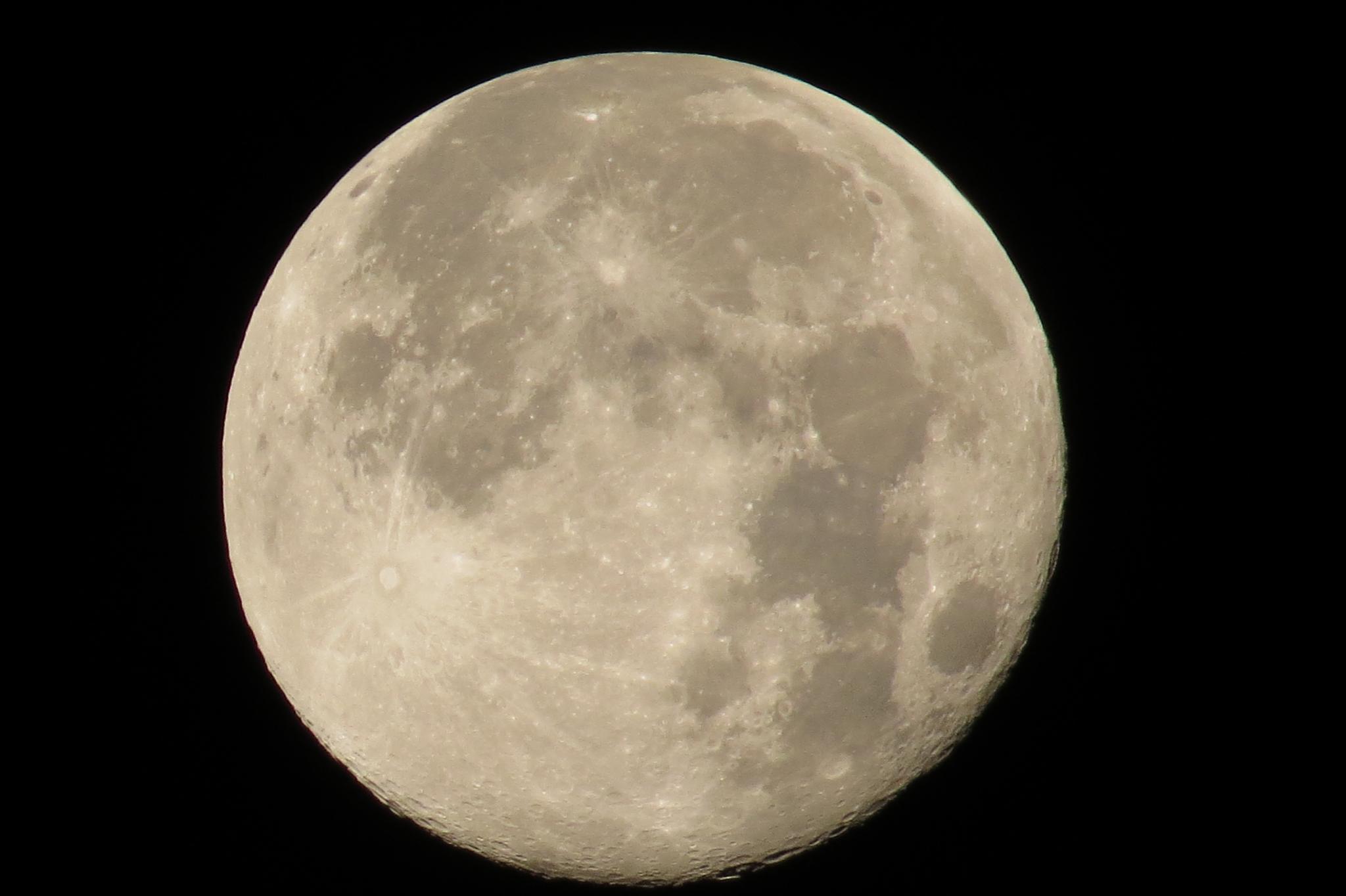 Full Moon by Bulle2a