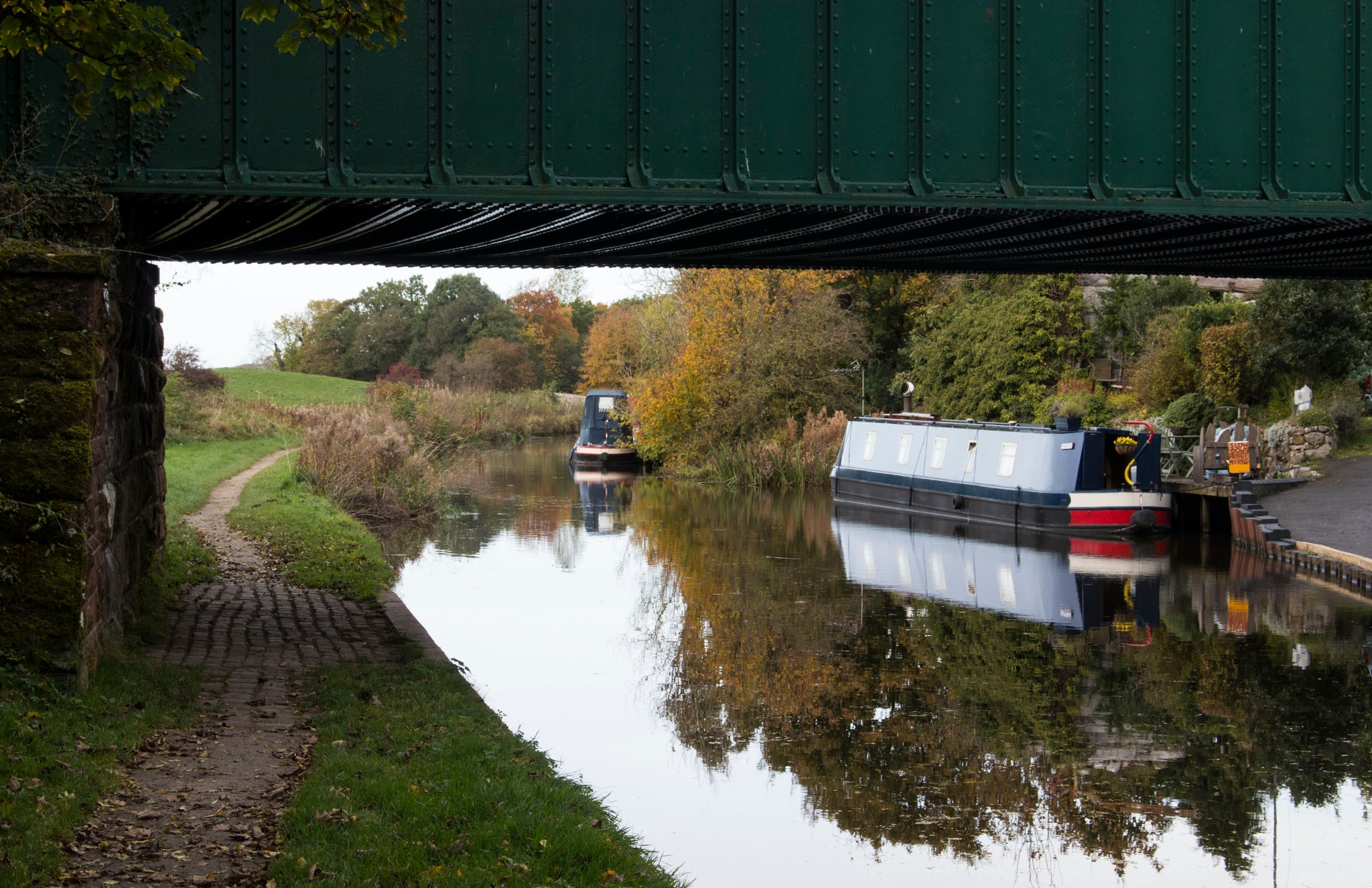 Canal boats on Lancaster Canal by Kevhyde
