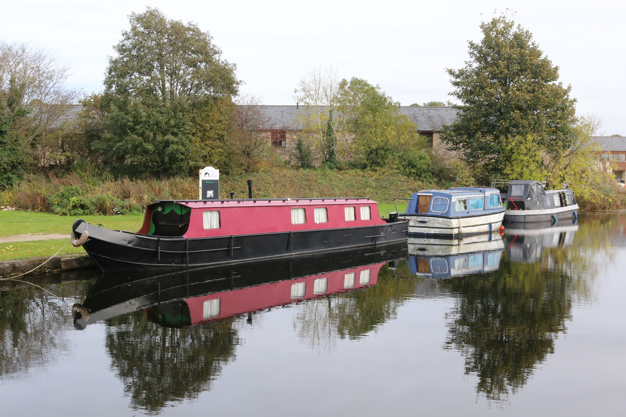 Moored canal boats by Kevhyde