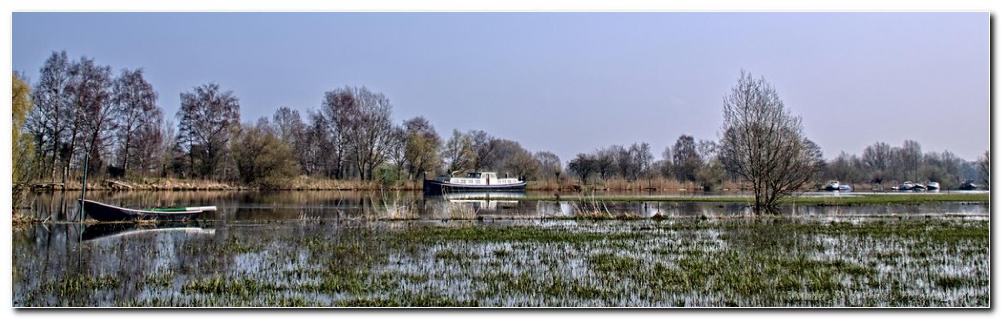 Water and water, IJssel Netherlands by Watze D. de Haan