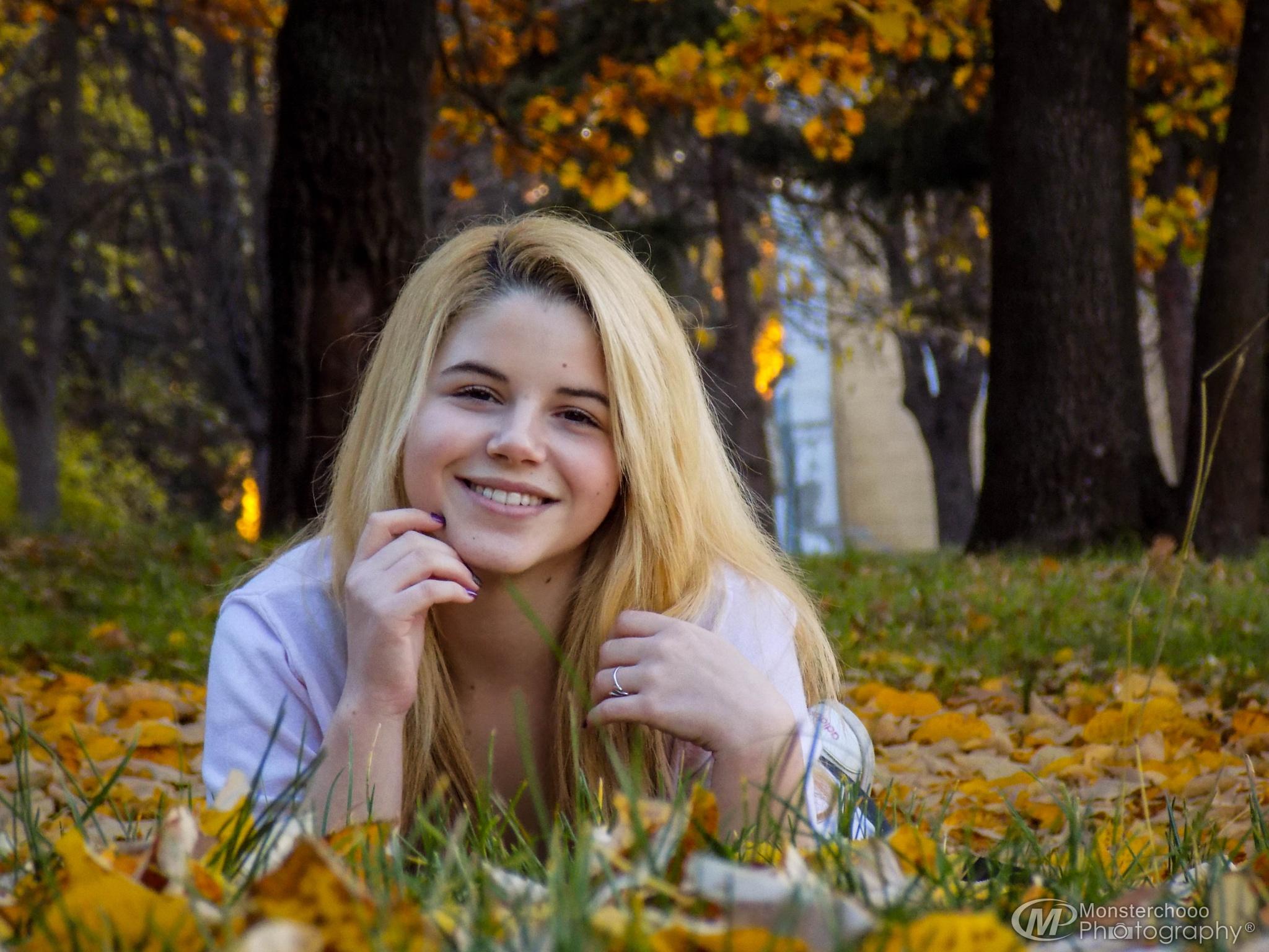 Cute teen autumn by Yusmenovv Photography