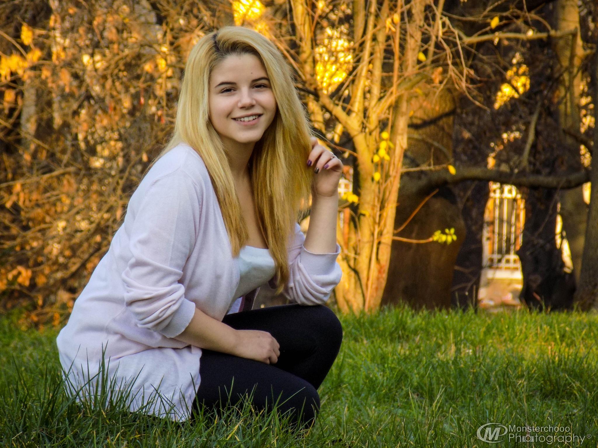 Pretty teen by Yusmenovv Photography