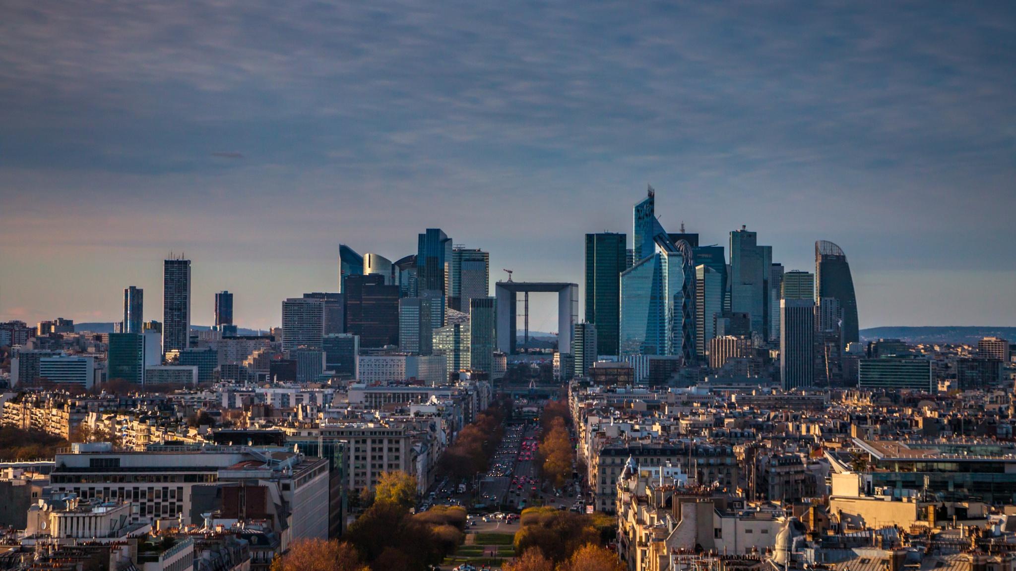 Paris La Défense skyline by djaffar adane