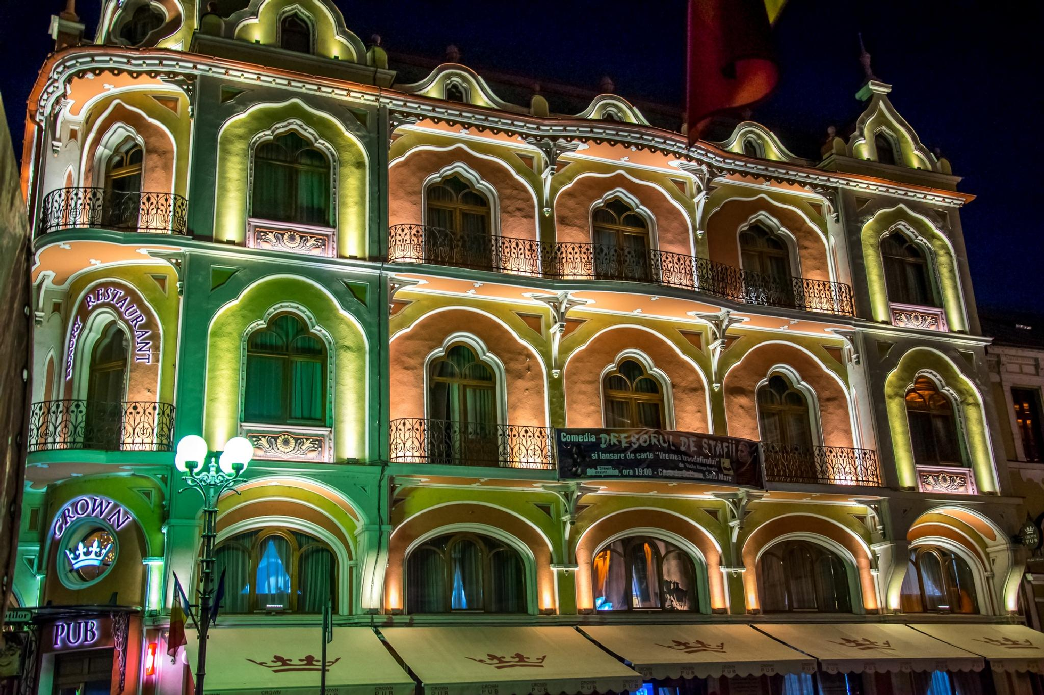 Crown Pub - Oradea night by Firefly8
