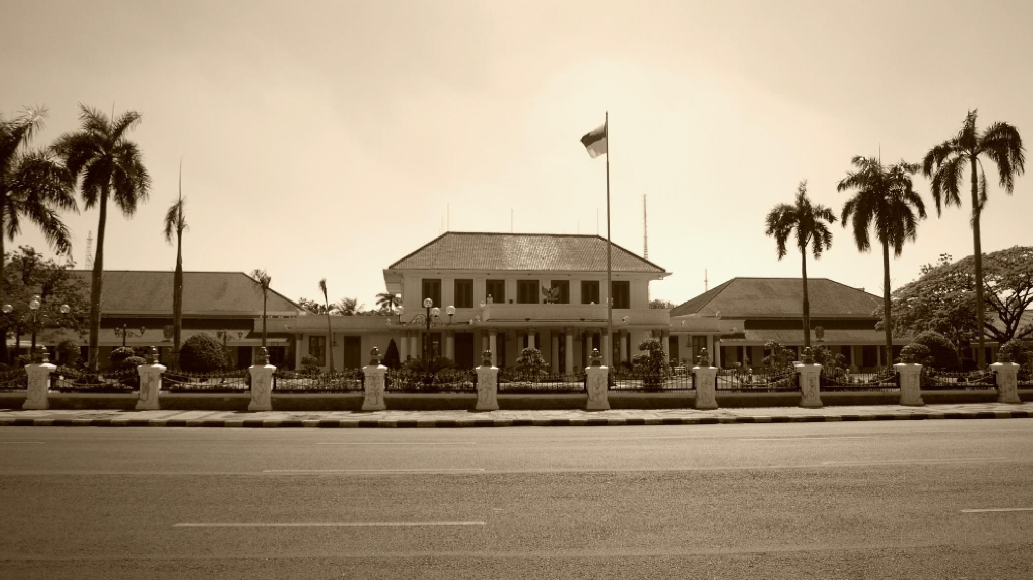 The  SURABAYA Goovermant Palace by ariestrialfandie