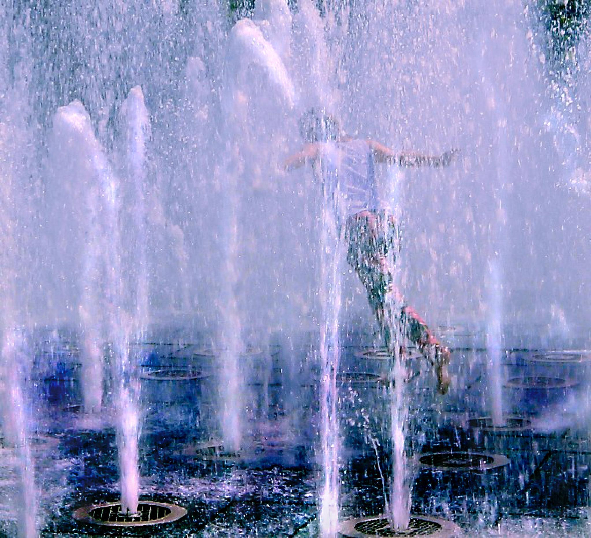 Fountain Run by t.gwin
