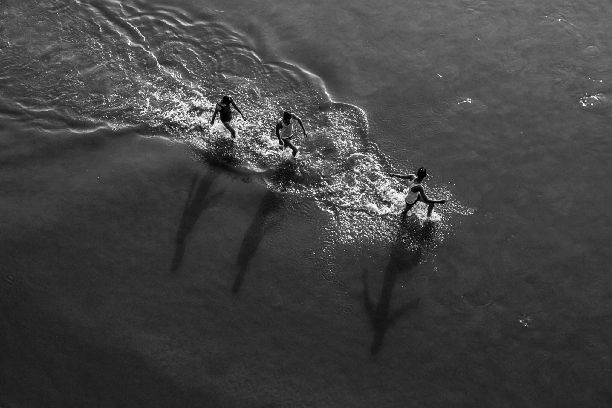Photo in Black and White #shastri bridge #monochrome #black and white #people #places #ganga river #shadow #enjoying #ardh kumbh #prayagraj #uttar pradesh