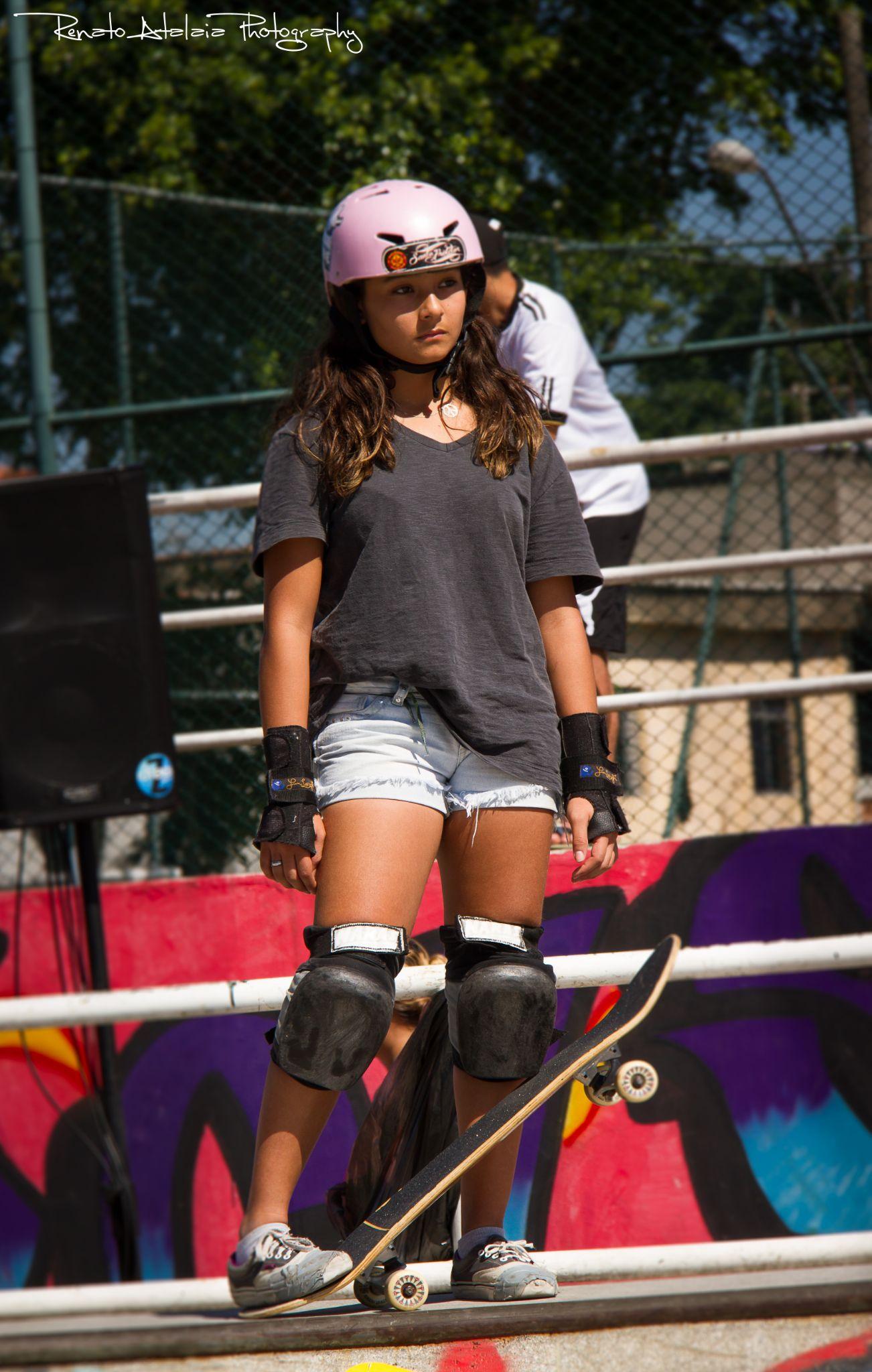 Girl skatebording by renatoatalaia