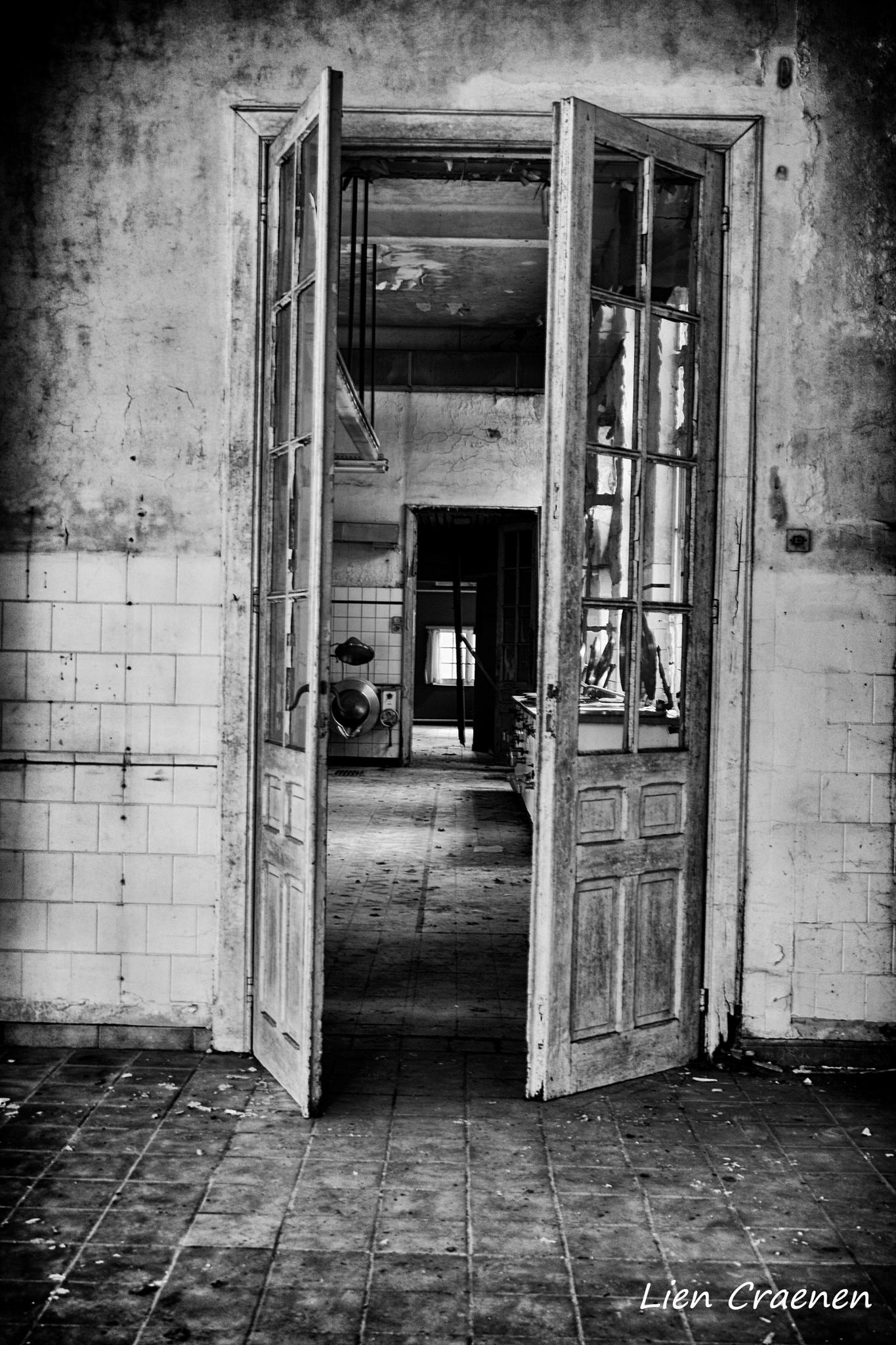 See through the doors by Lien Craenen
