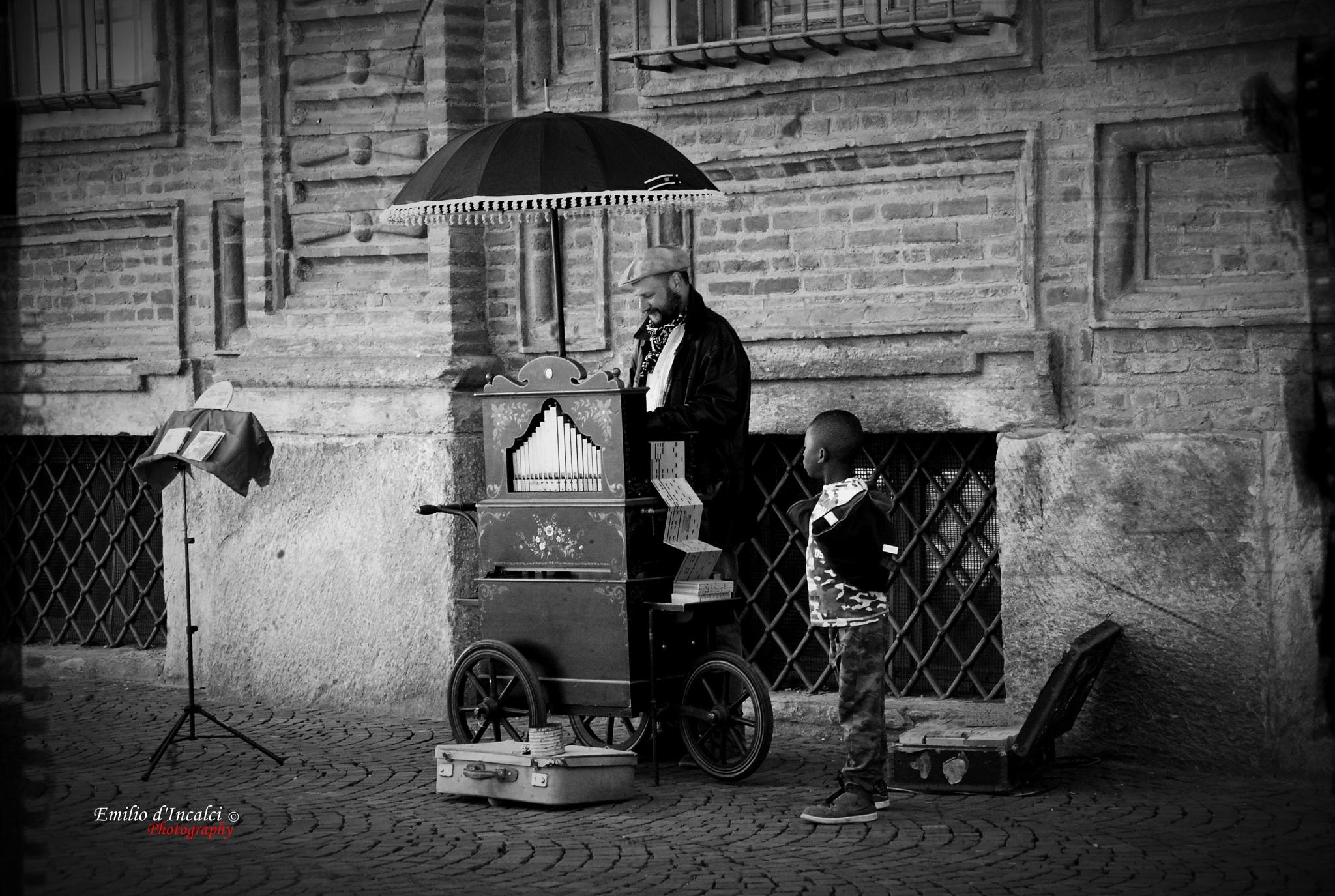 Street performer with Carillon by Emilio d'Incalci