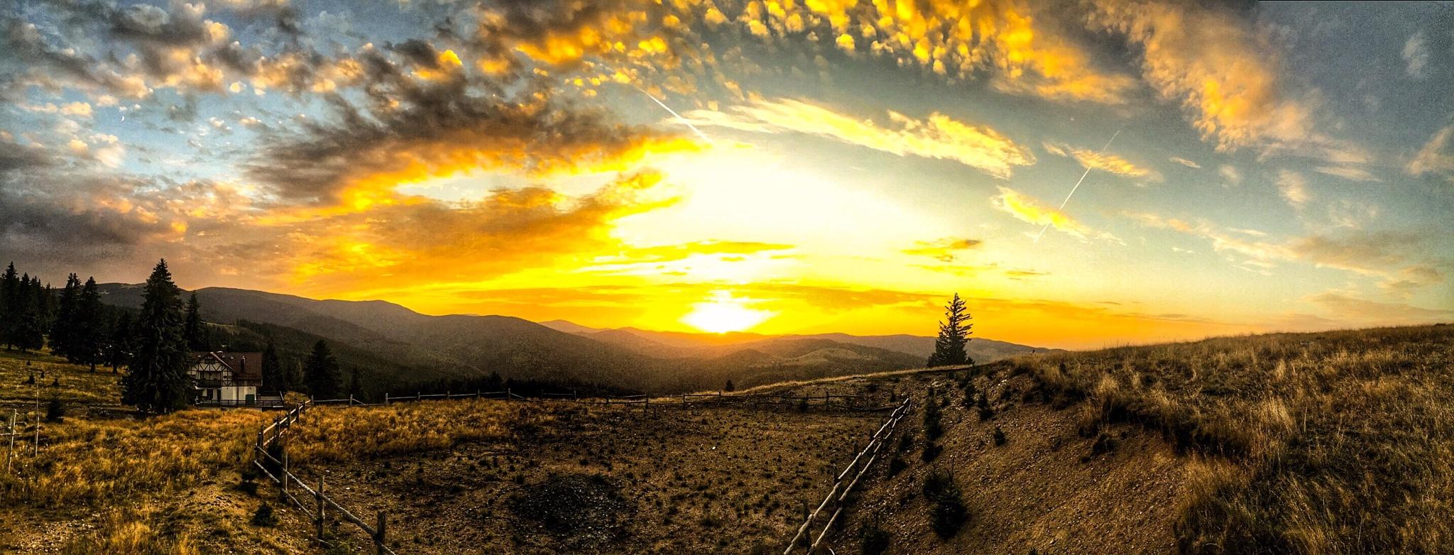 Plano-the sunset  by Adi Gli