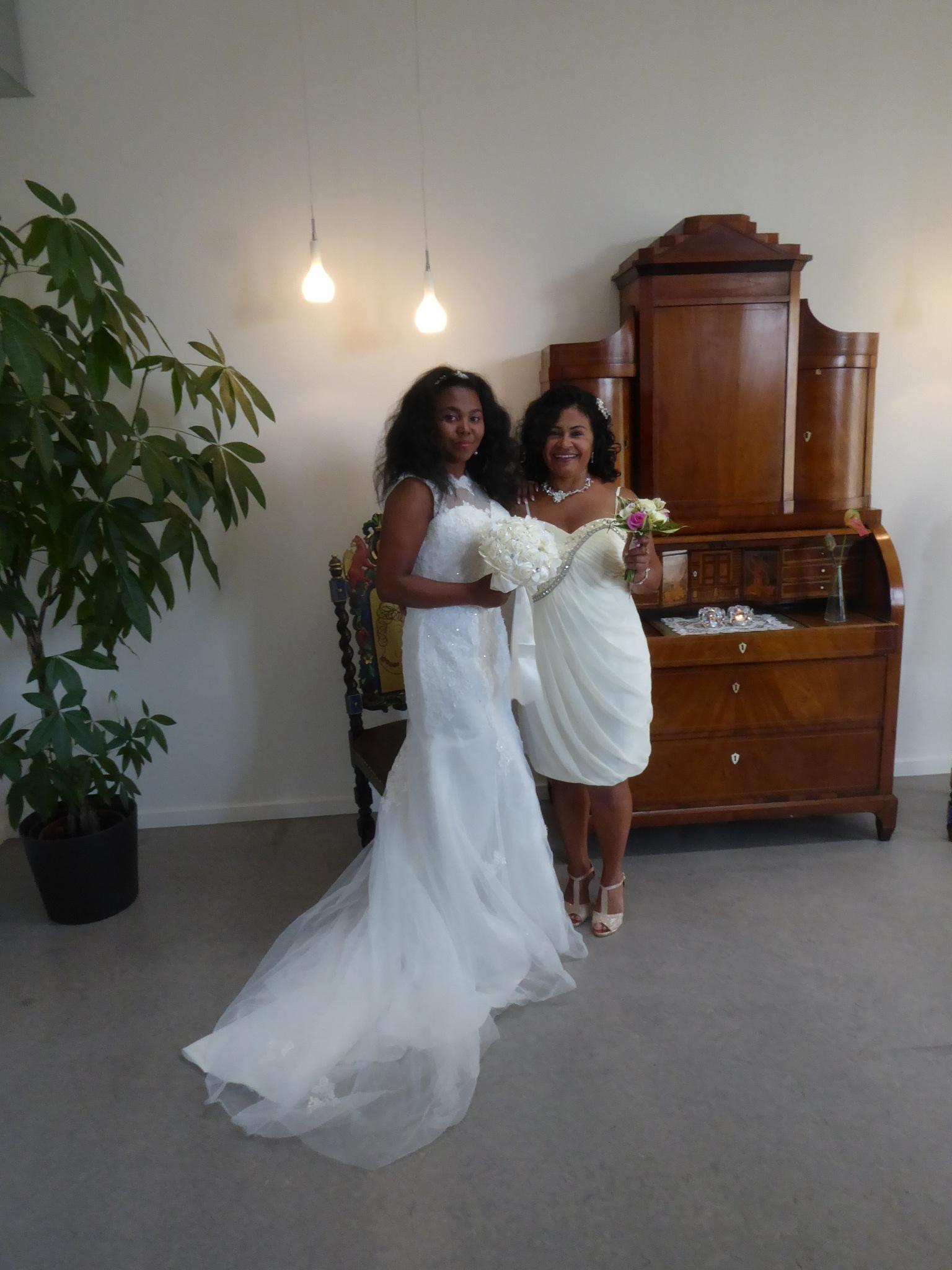 2 brides  by Norbert Reiss