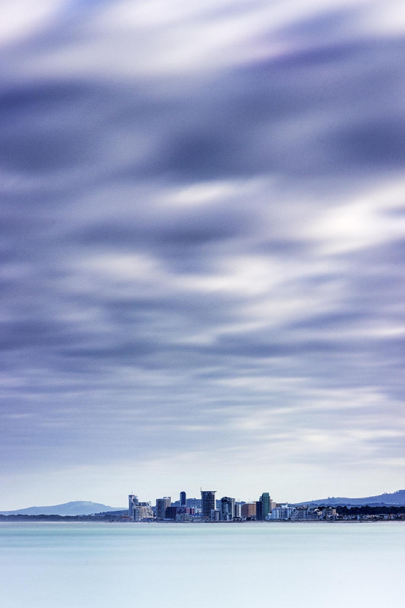 Strand Skyline by arty999