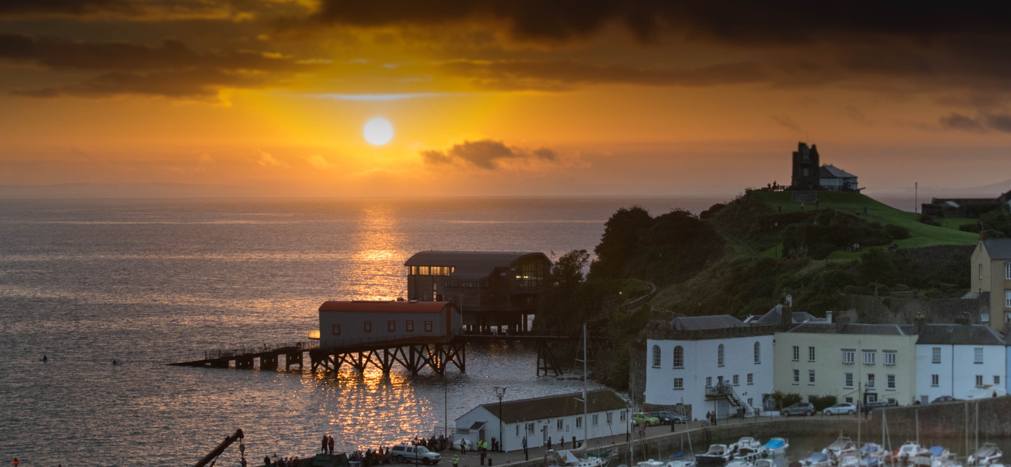 Sunrise over Tenby by ianhenry853
