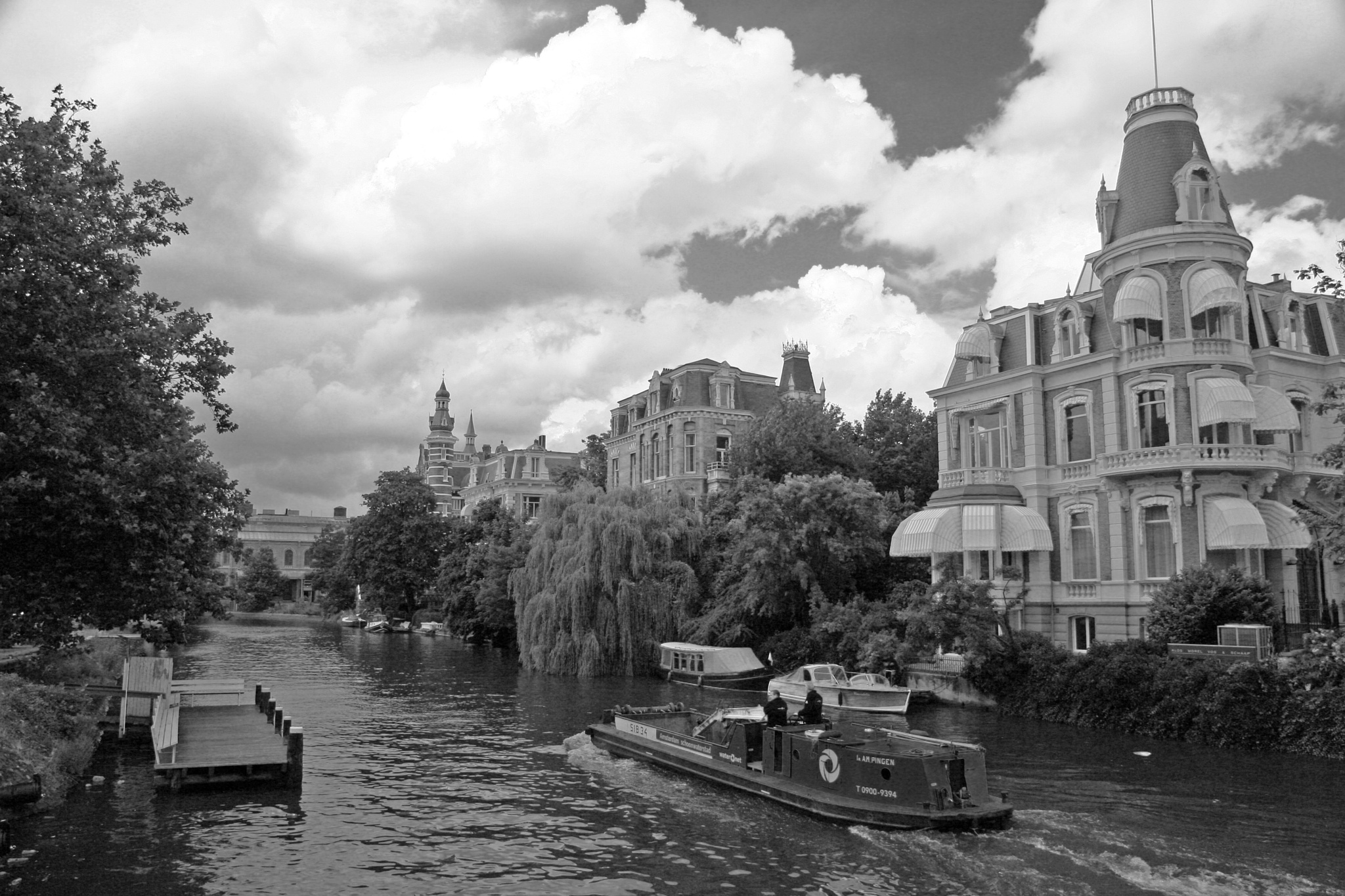 Amsterdam Canal by Barry Melamed