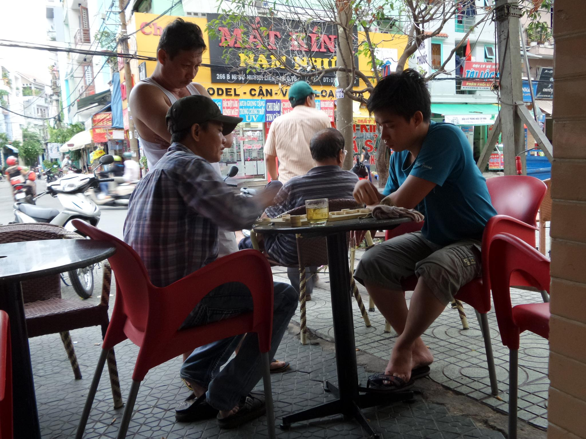Chess on the street by Tran Ngoc Nghi