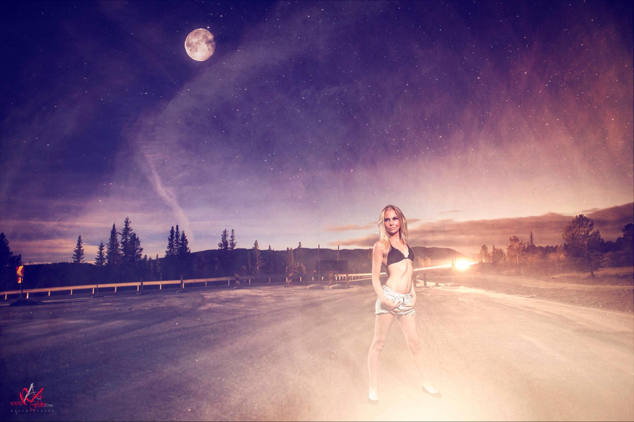 Lady in light by Raafoto