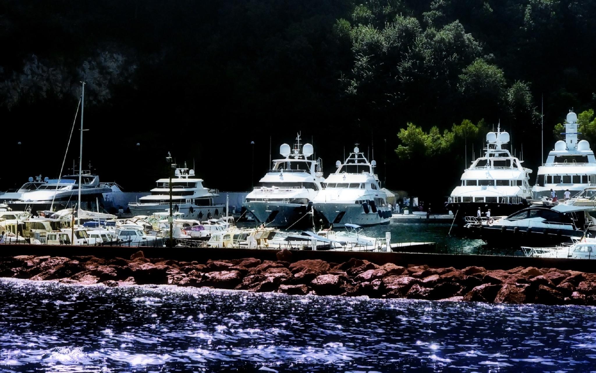 Pier Capri by Edu Vergara