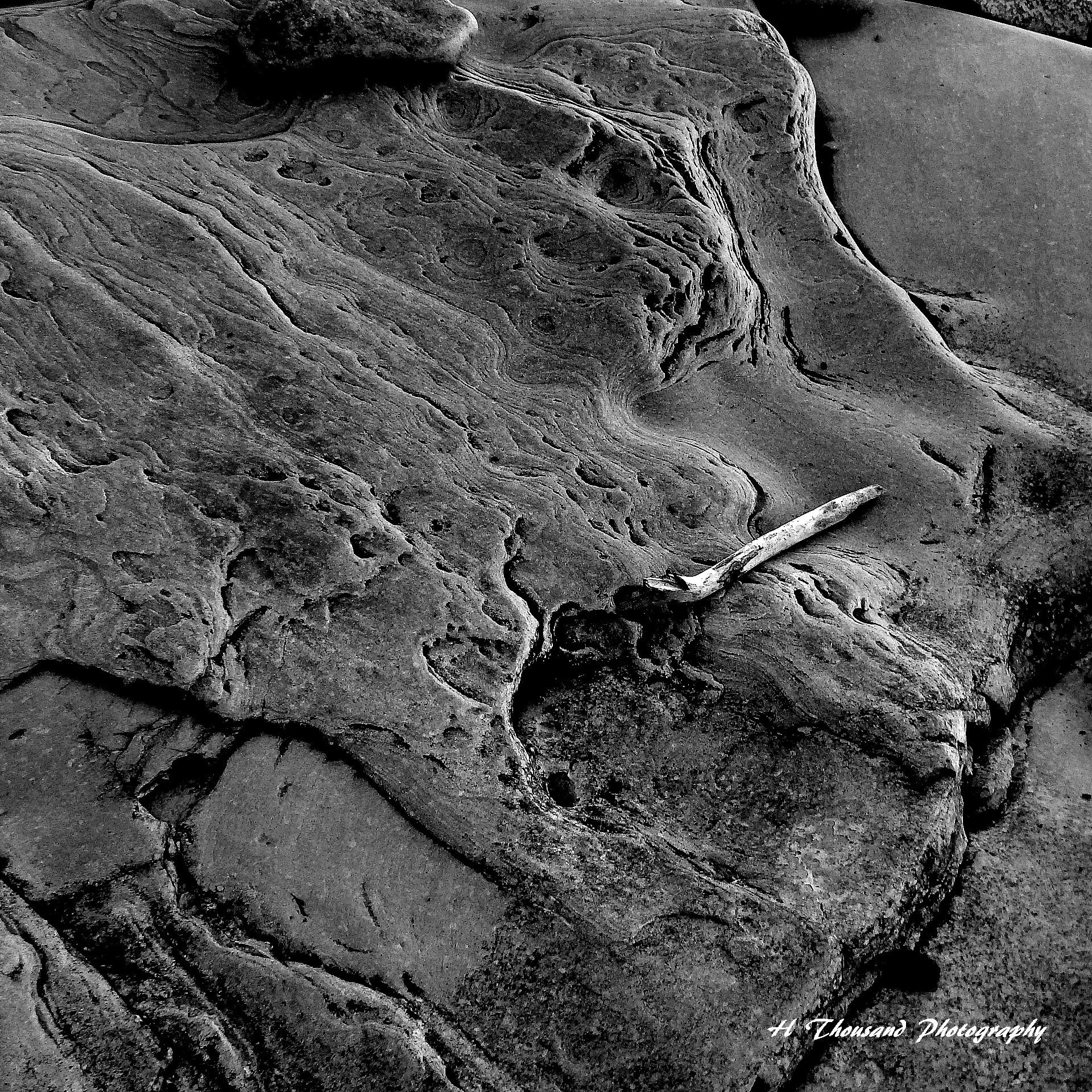 Rock formation Lake Ontario by hrthousandjr