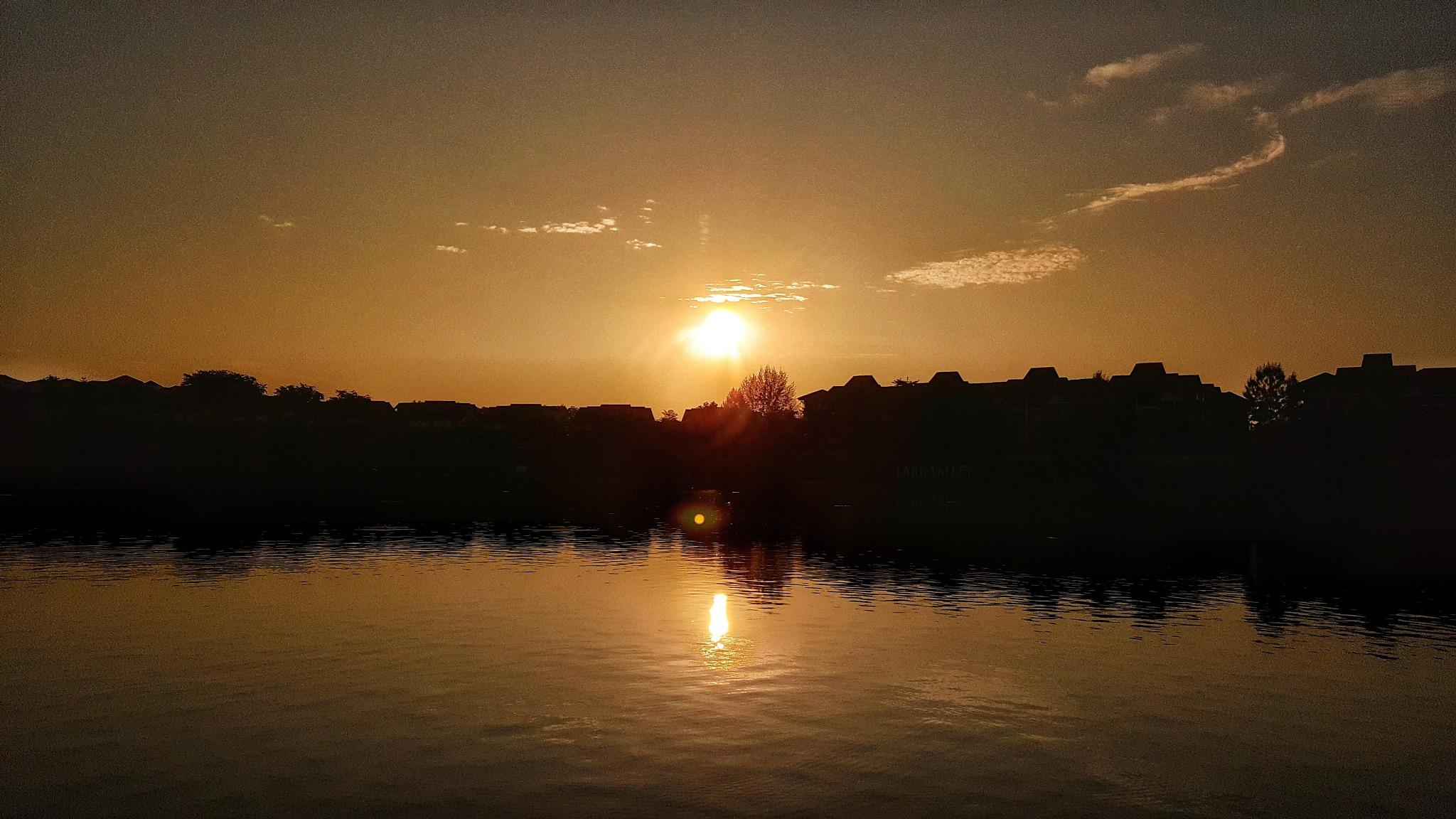 Sunrise by kenjiwaikit