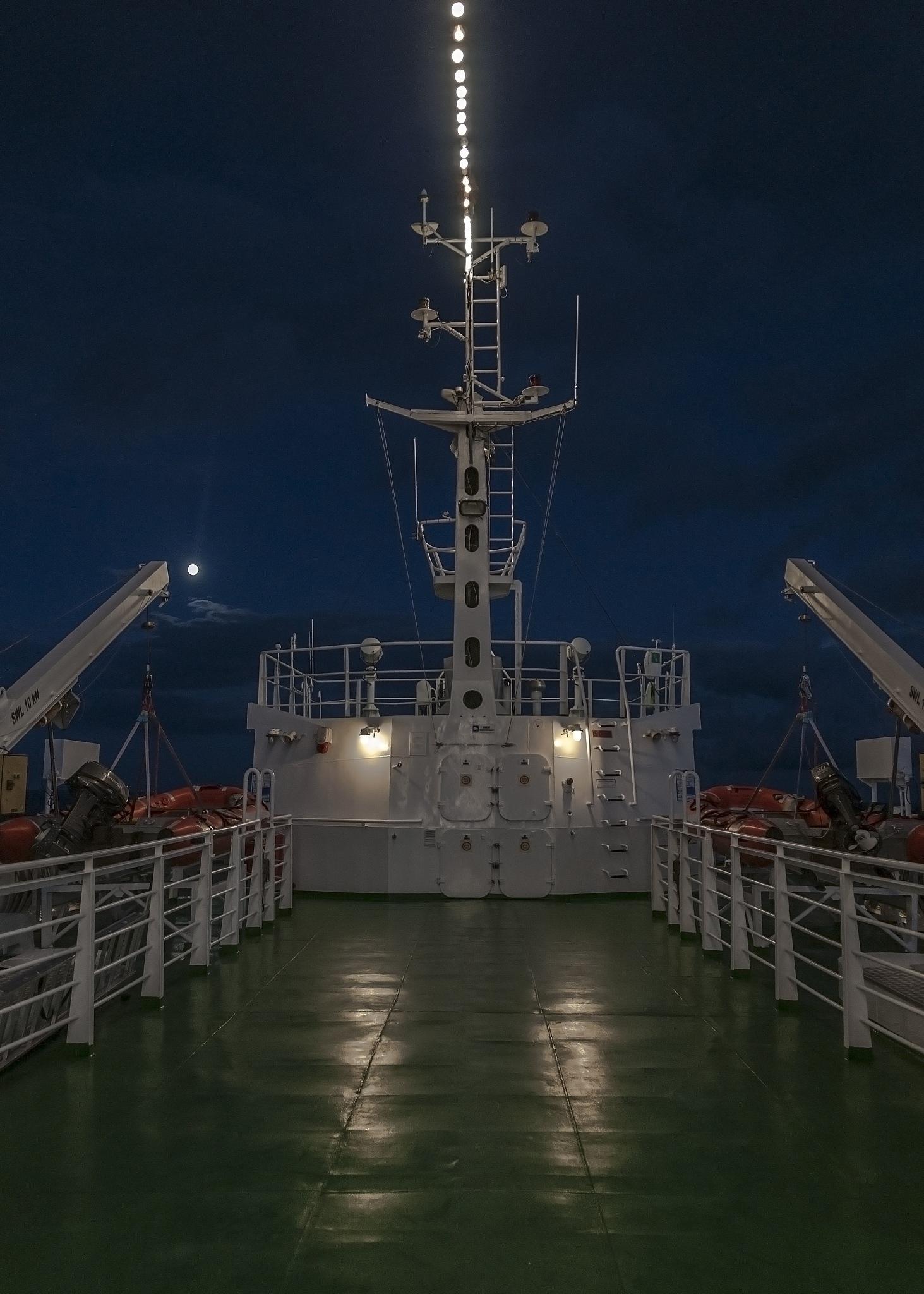 statek nocą  by kodi