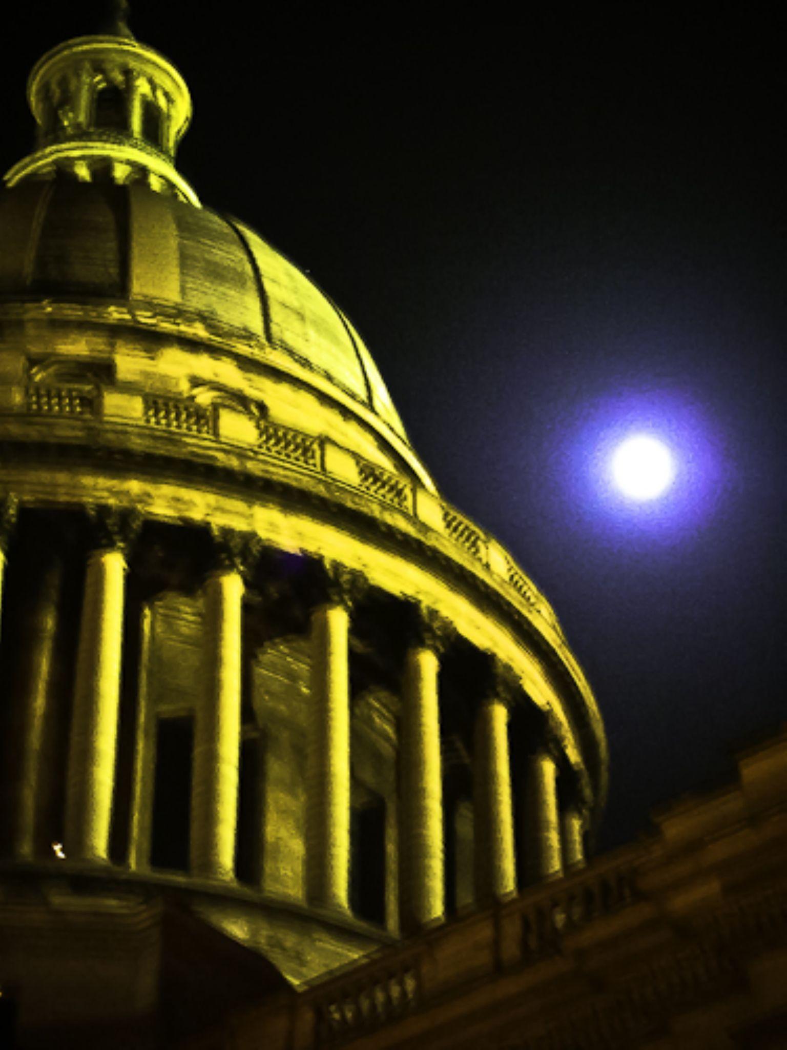 Full Moon Dream, Paris  by davidperea