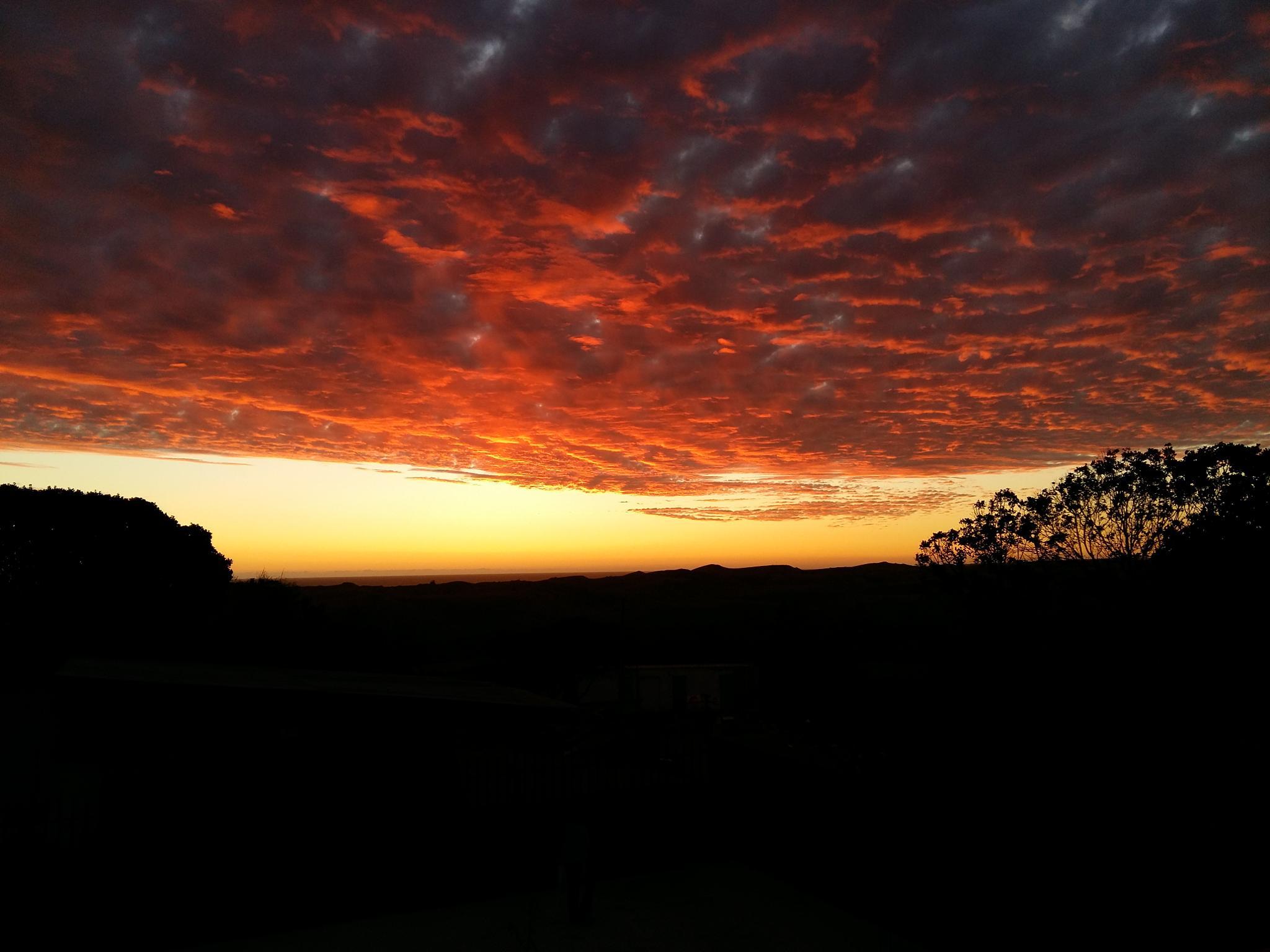 Sunset over pacific ocean by Tor Johansen