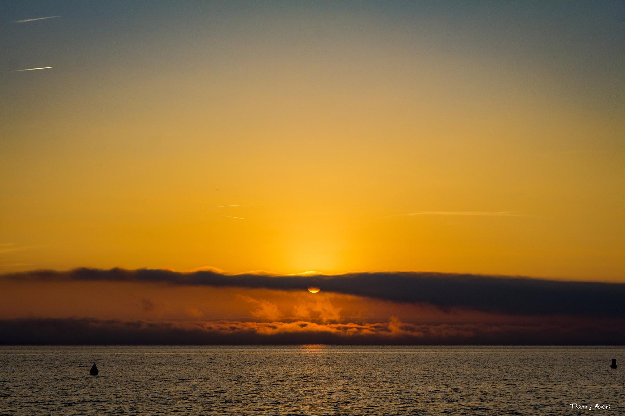Sun rise by MacRain
